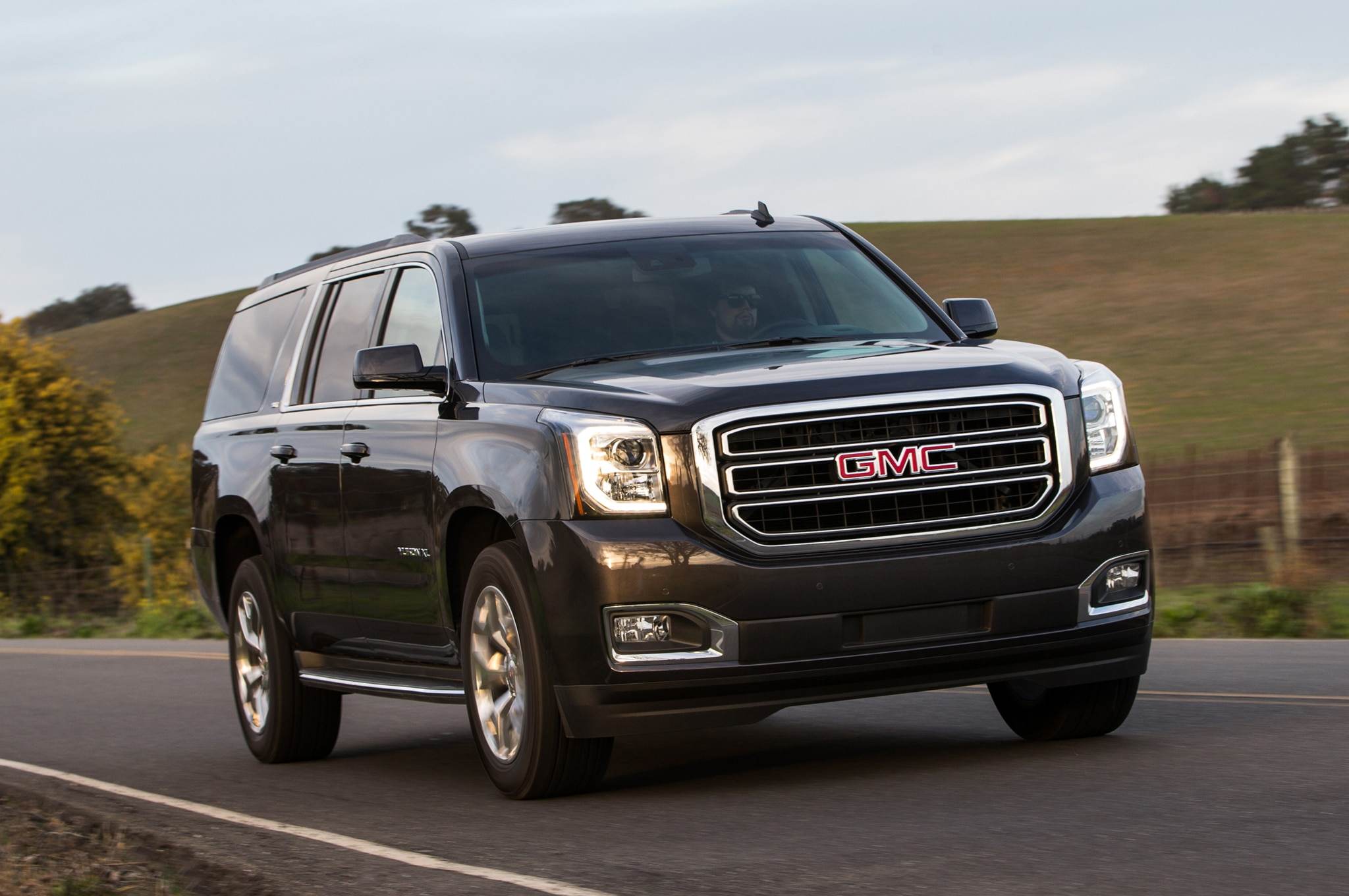 2015 gmc sierra yukon denali fuel economy improves with eight speed. Black Bedroom Furniture Sets. Home Design Ideas