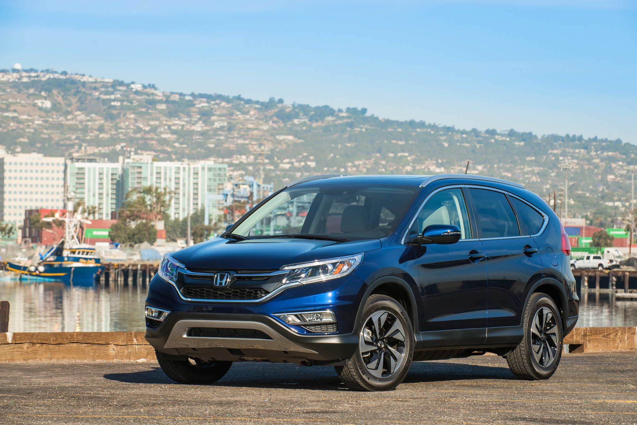 honda cr v stars in endless road commercial. Black Bedroom Furniture Sets. Home Design Ideas