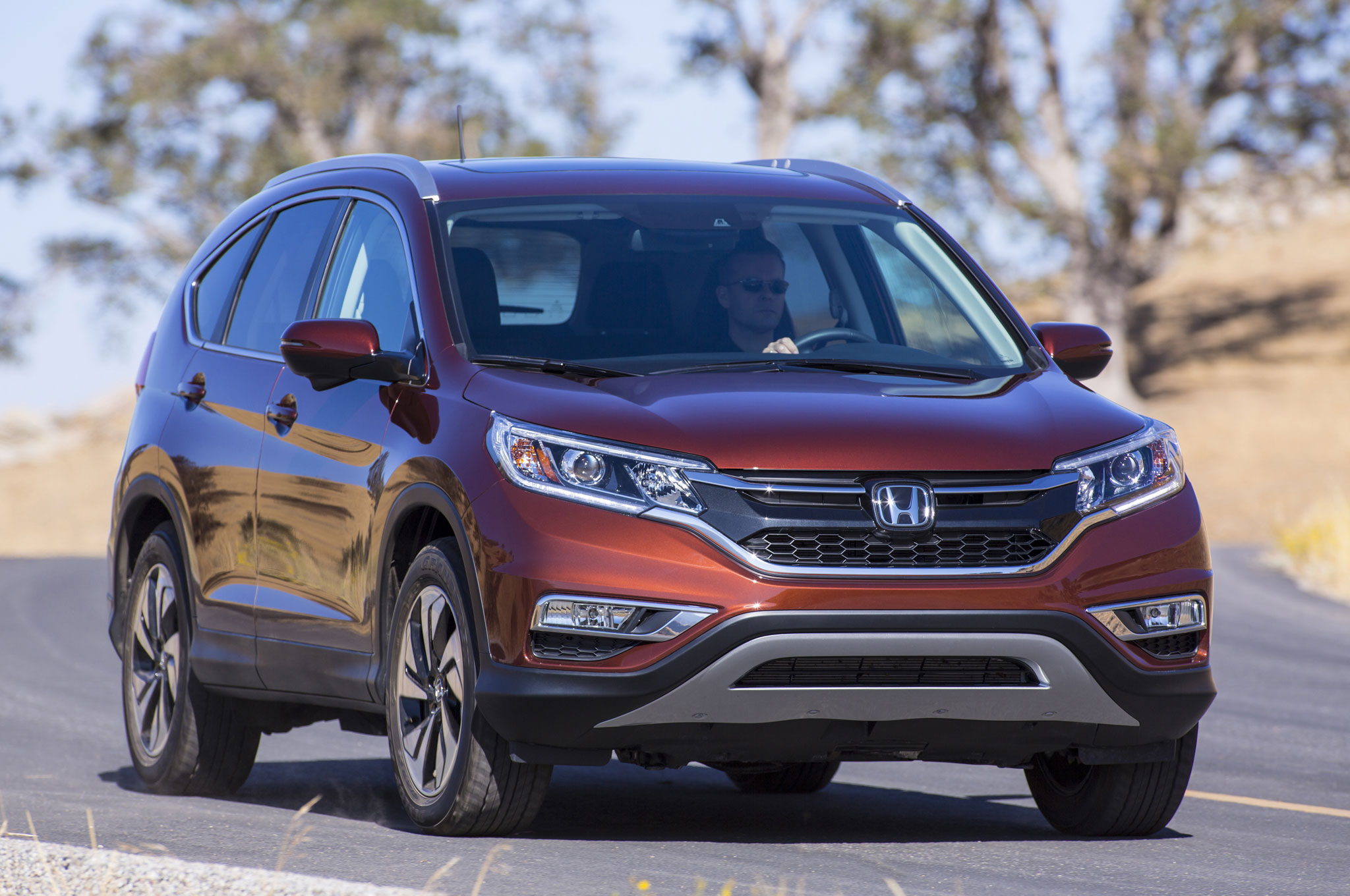 2015 honda crv front three quarter view 1