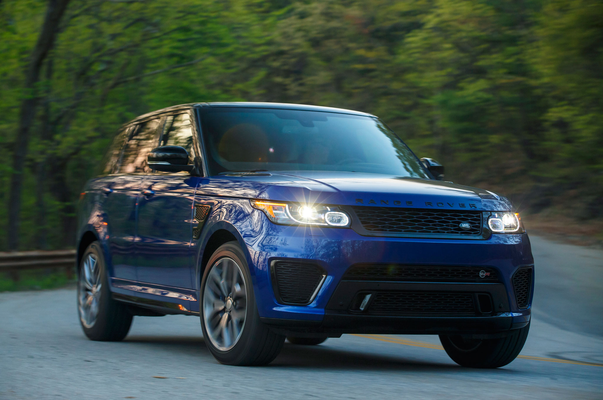 550 hp 2015 range rover sport svr unveiled priced at 111 400. Black Bedroom Furniture Sets. Home Design Ideas