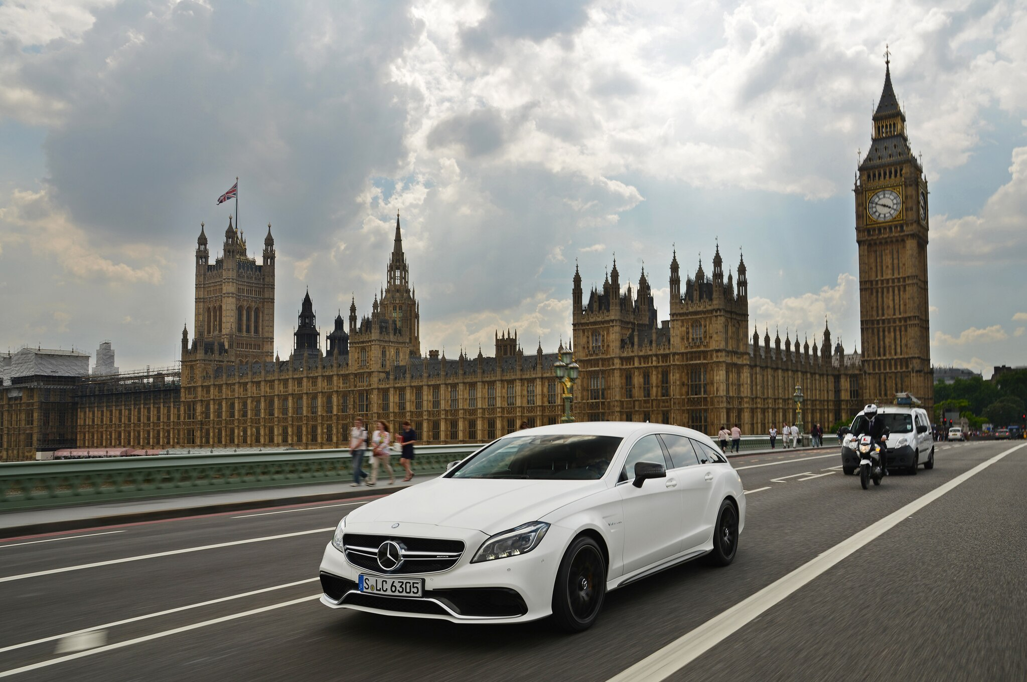 2015 Mercedes Benz Cls Debuts Multibeam Led Headlights