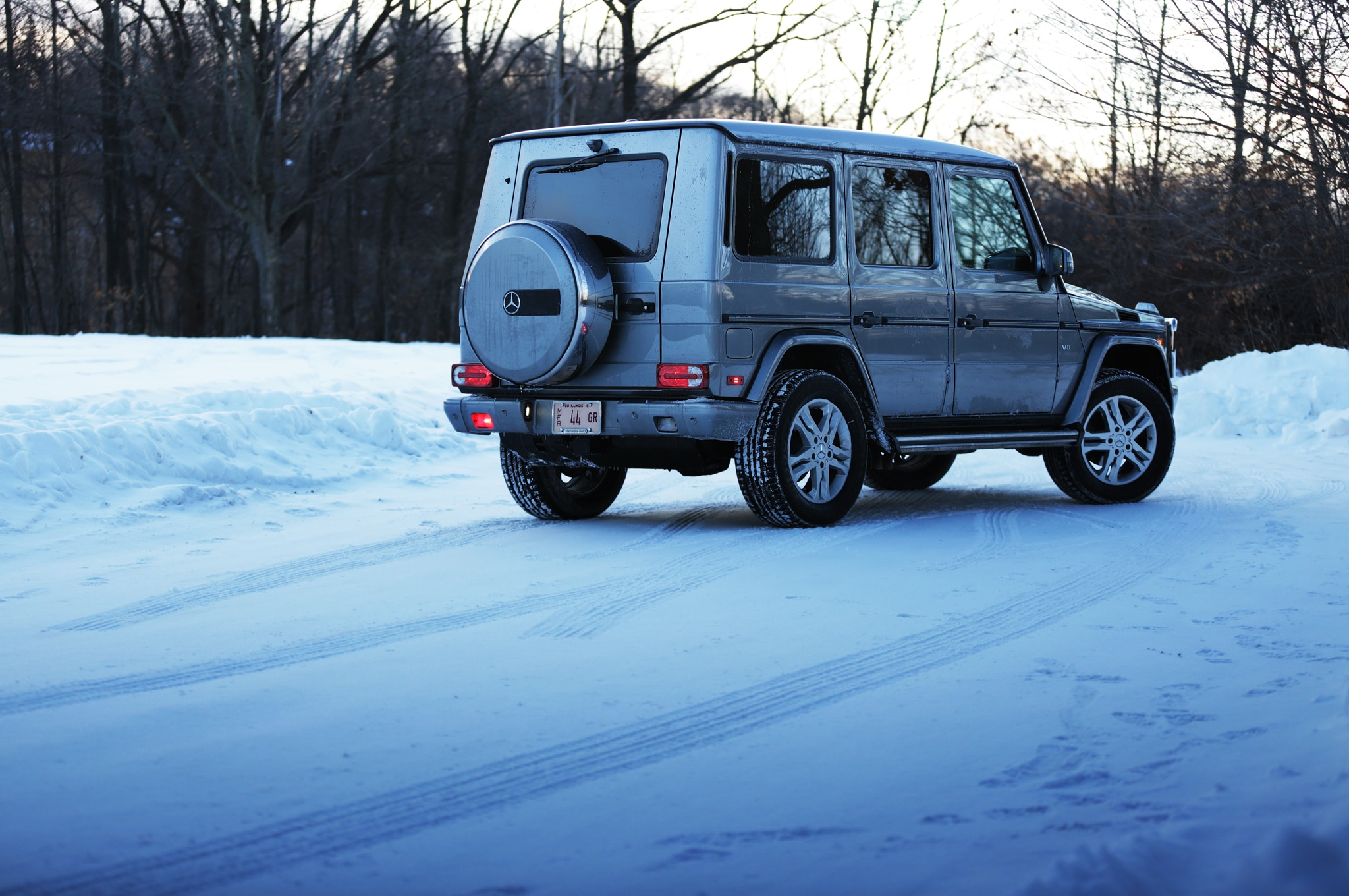 2015 mercedes benz g550 rear three quarter 01