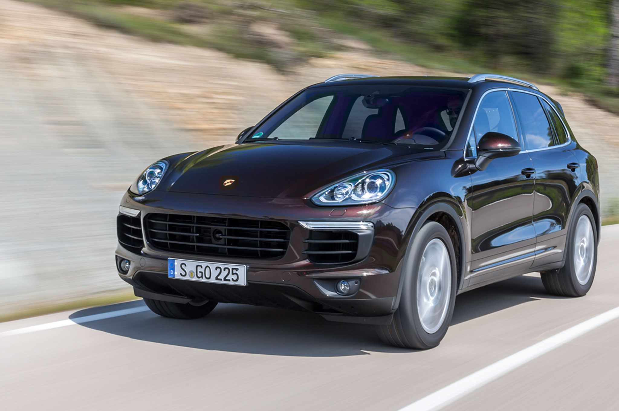 2015 porsche cayenne s palladium metallic is a golden custom. Black Bedroom Furniture Sets. Home Design Ideas