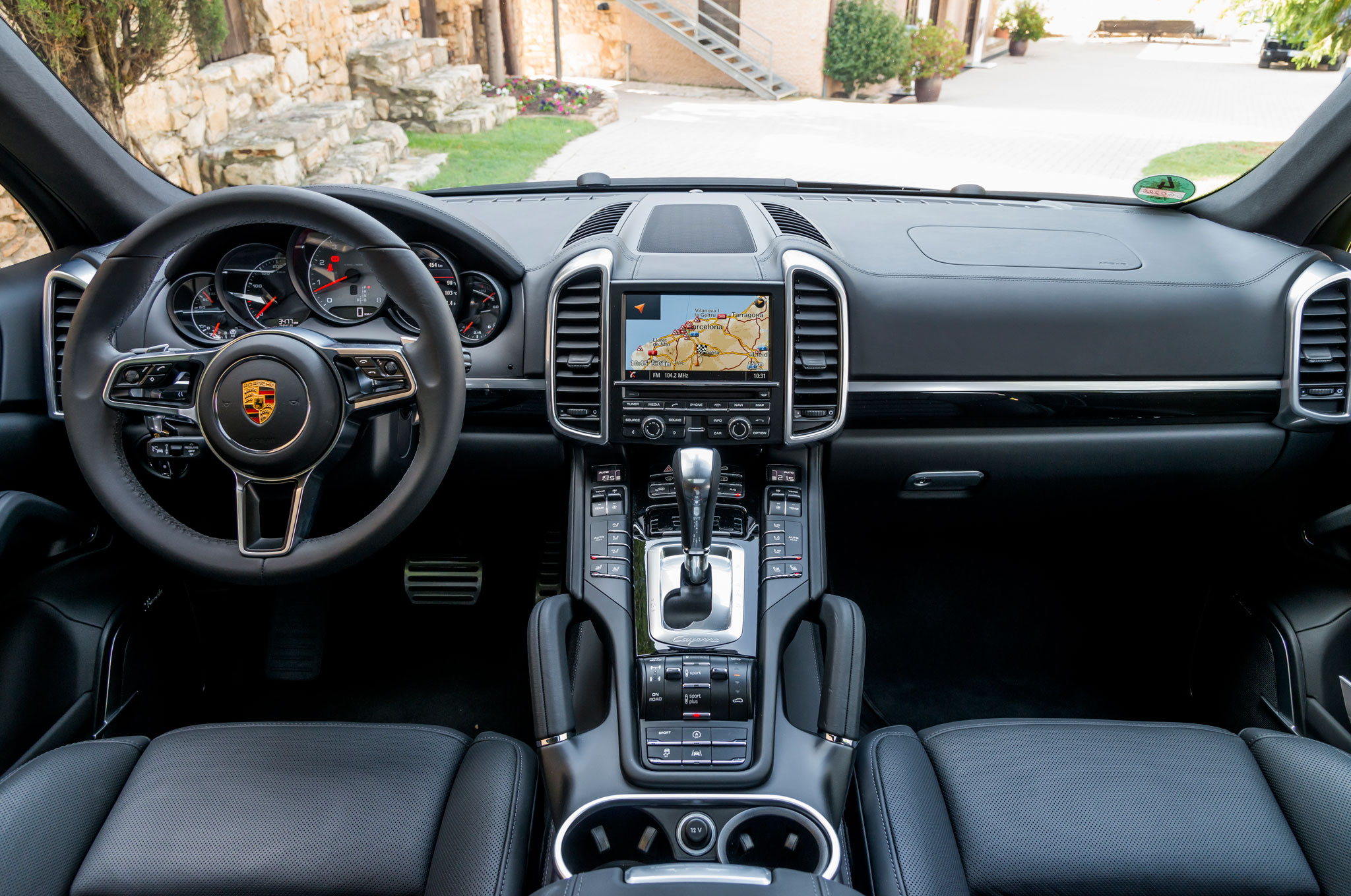 2015 porsche cayenne s steering wheel and dashboard 1