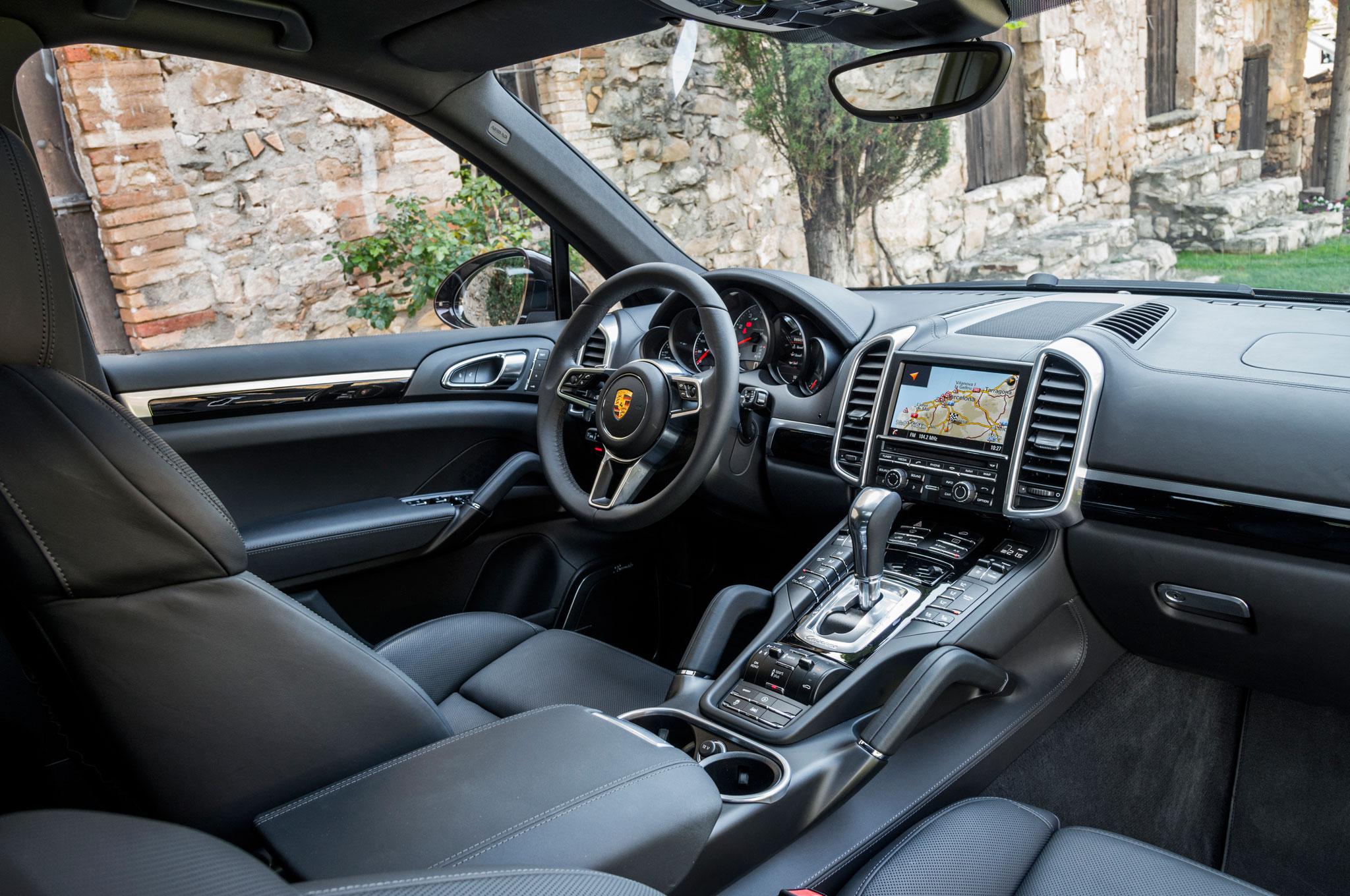2015 porsche cayenne s steering wheel and dashboard 2