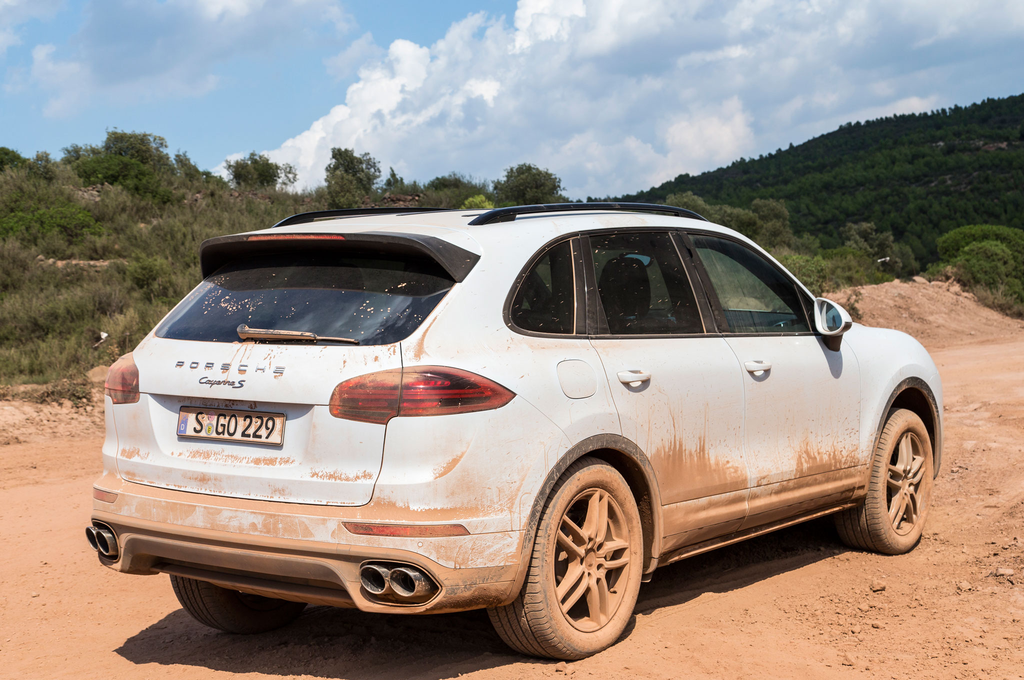 2015 porsche cayenne s with mud splatter 4
