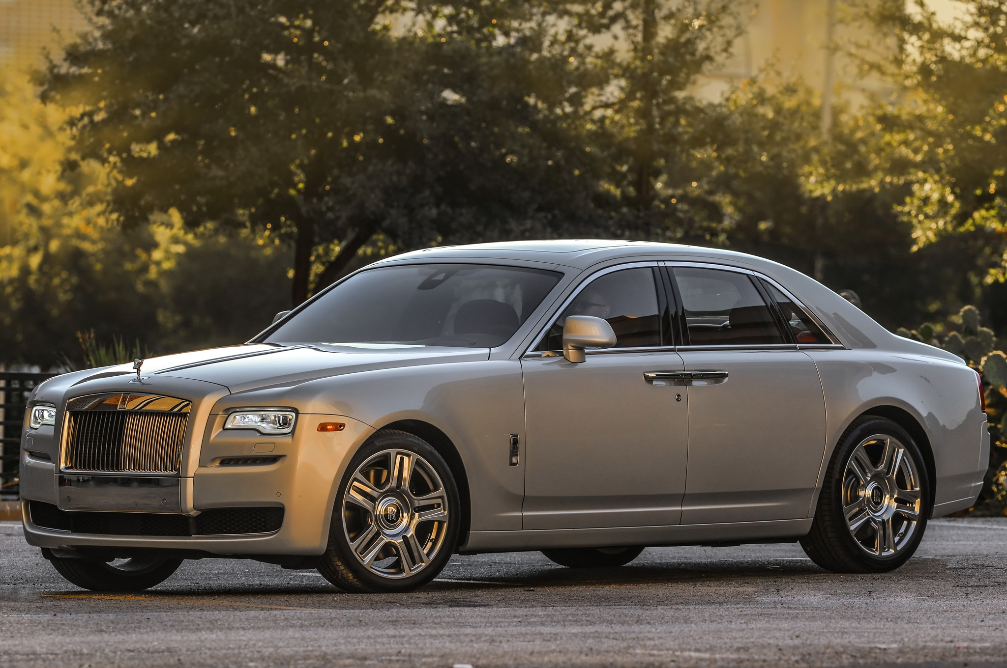 rolls royce unveils suhail collection for phantom wraith and ghost. Black Bedroom Furniture Sets. Home Design Ideas