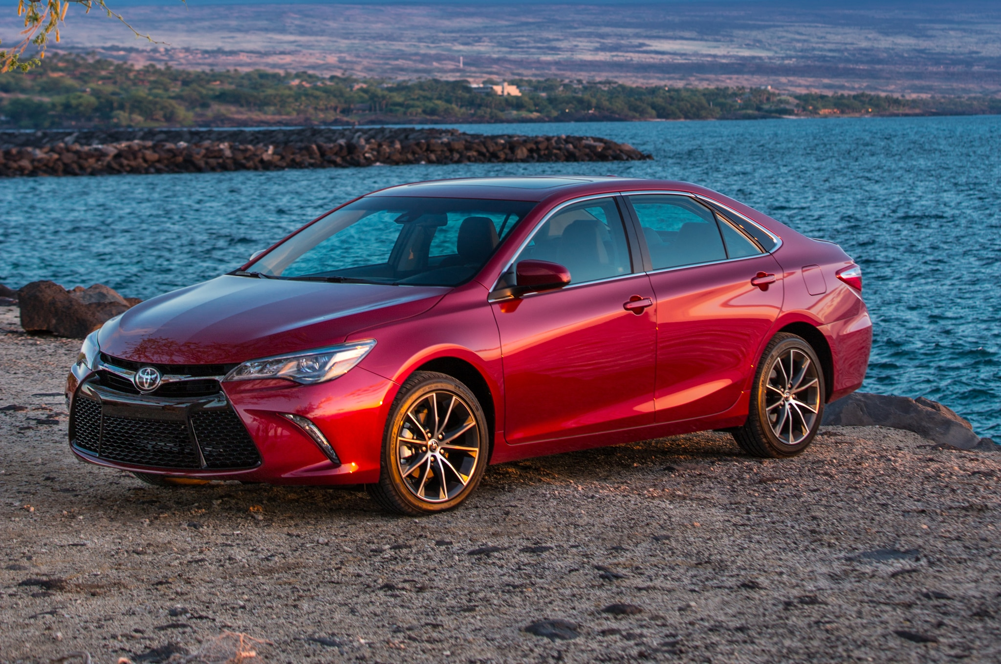 2015 Toyota Camry XSE front three quarters 10 report next toyota camry to receive turbo four cylinder?  at alyssarenee.co
