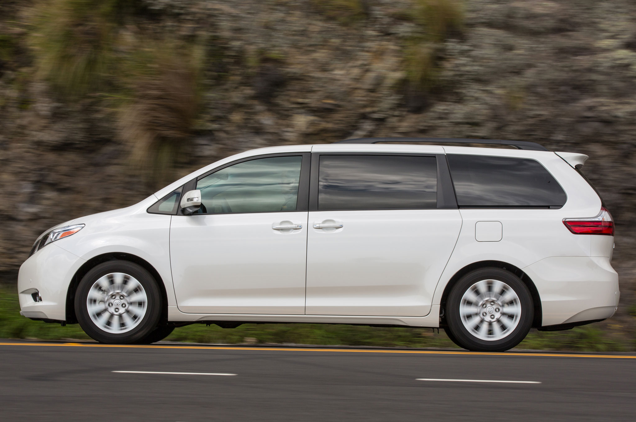 2015 toyota sienna review. Black Bedroom Furniture Sets. Home Design Ideas