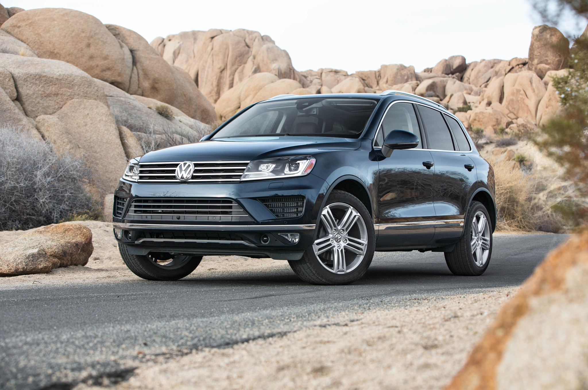 2015 volkswagen touareg refresh debuts for u s in l a. Black Bedroom Furniture Sets. Home Design Ideas