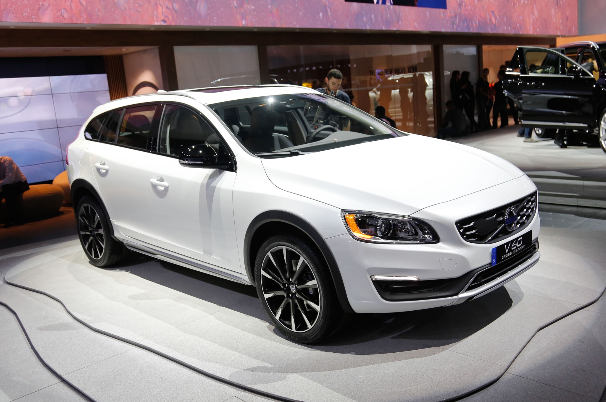 2015 5 volvo lineup gains standard sensus infotainment. Black Bedroom Furniture Sets. Home Design Ideas