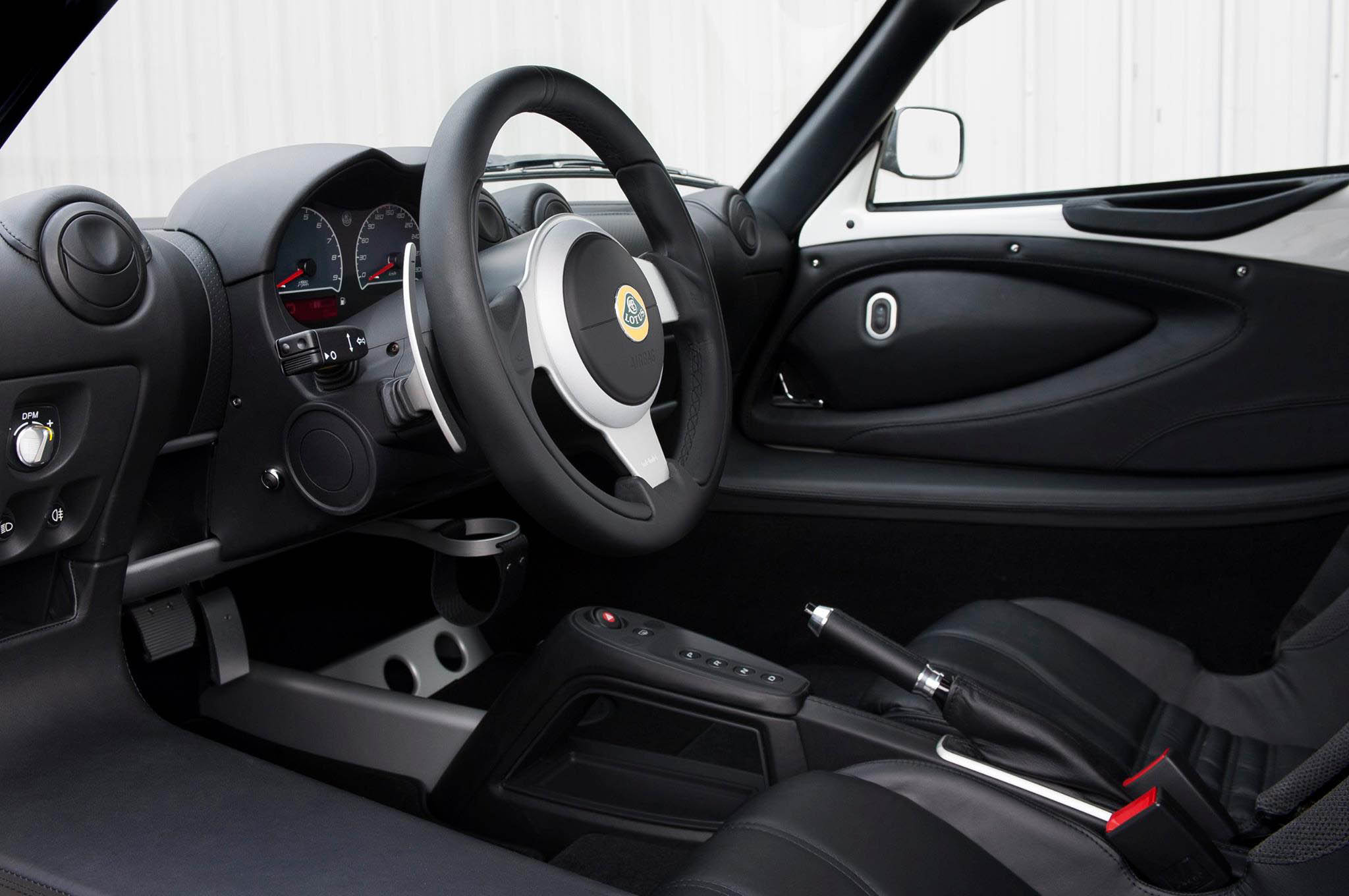 http://st.automobilemag.com/uploads/sites/10/2015/09/2015-lotus-exige-s-automatic-interior.jpg