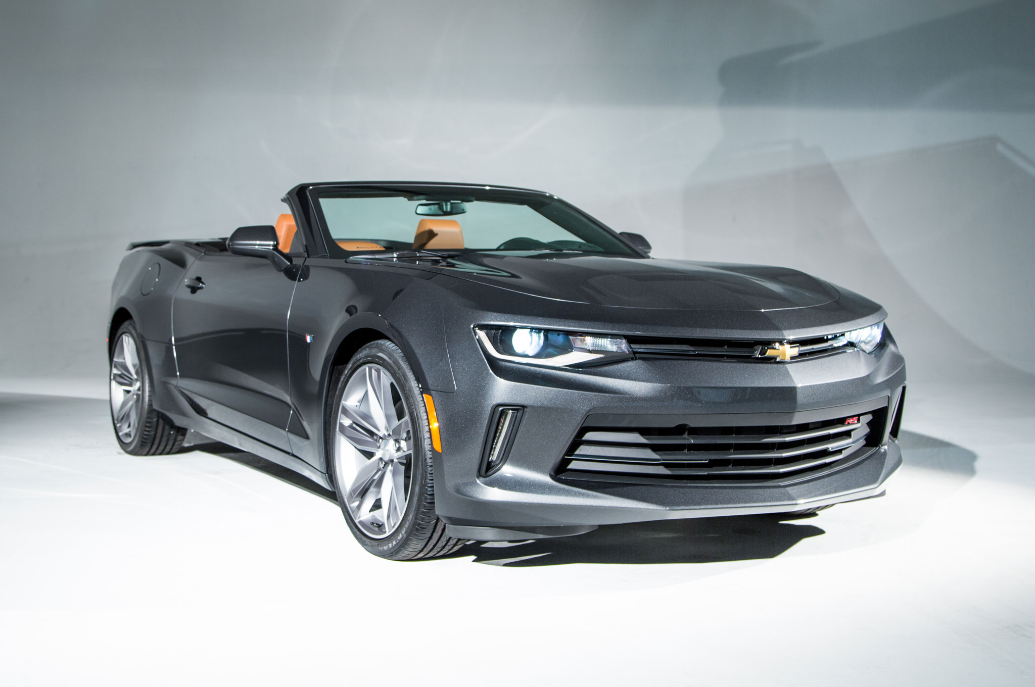 2016 Chevrolet Camaro Convertible Front Three Quarter 01