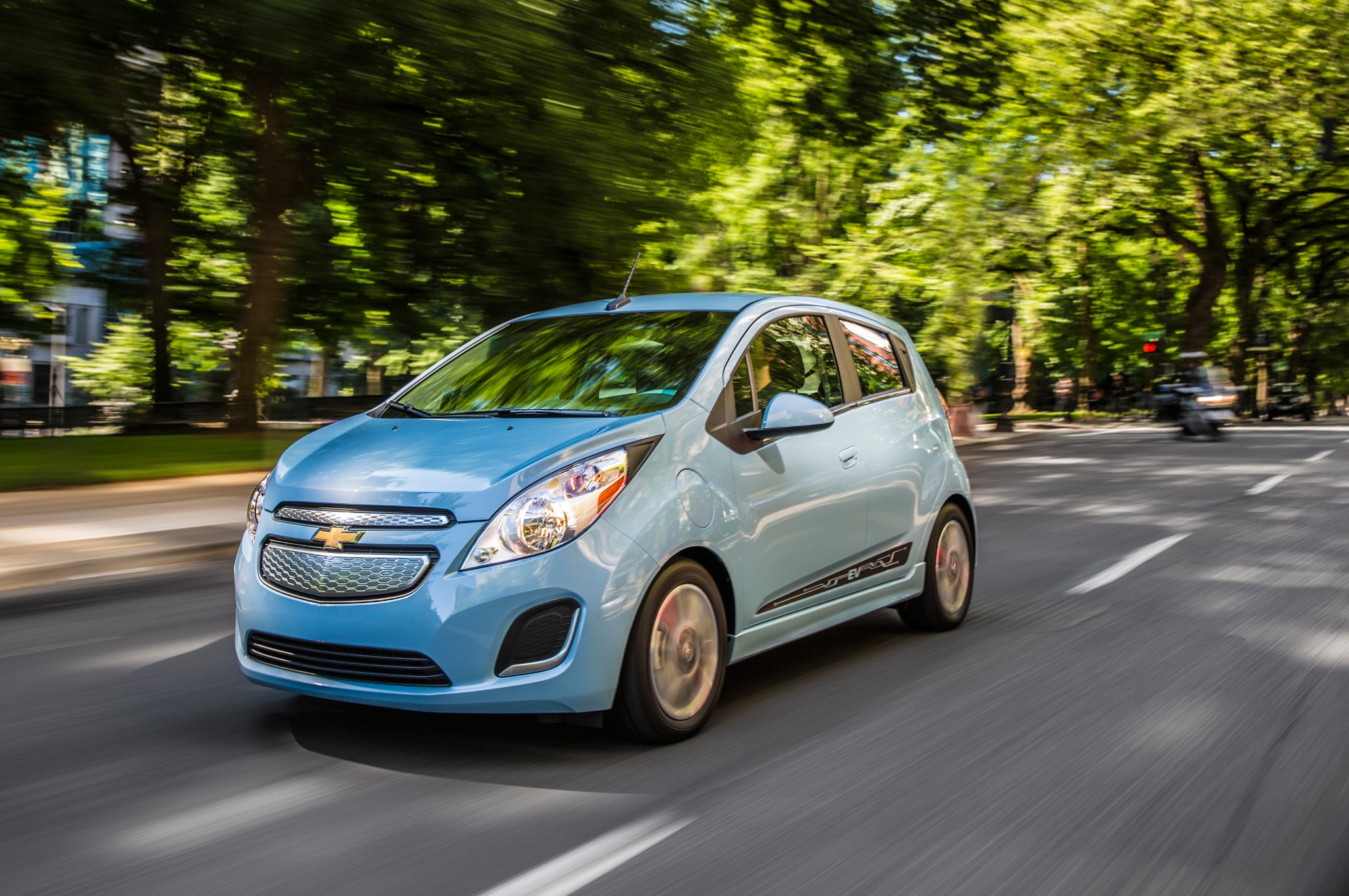 2016 Chevrolet Spark EV front three quarter in motion gm invests $350 million in mexico plant to build 2016 chevrolet cruze 2017 Chevy Spark EV at edmiracle.co