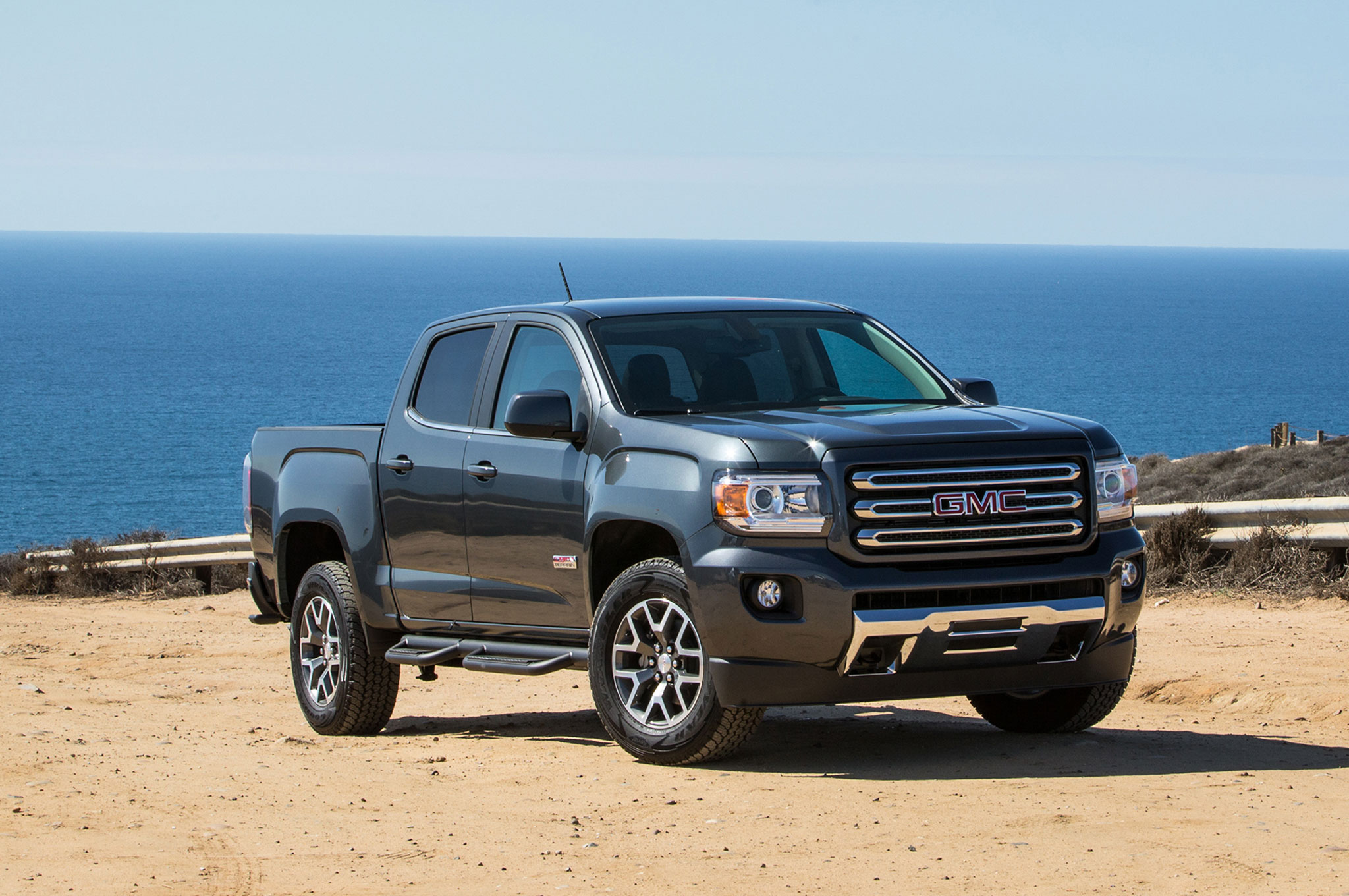 2016 gmc canyon all terrain front three quarter 02