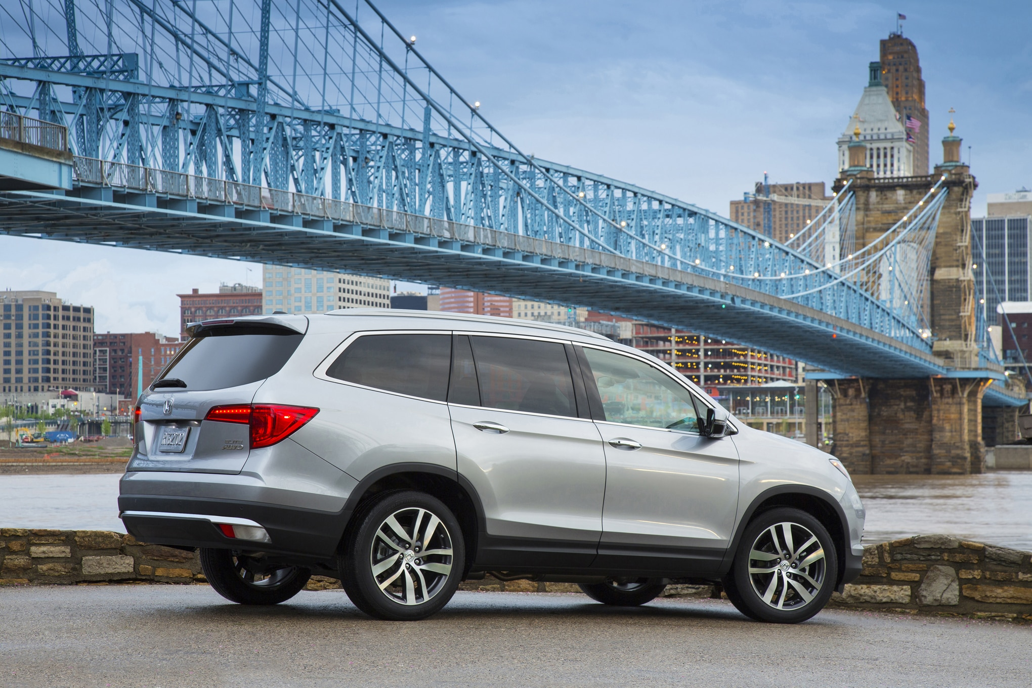 The 8 Coolest Features on the 2016 Honda Pilot
