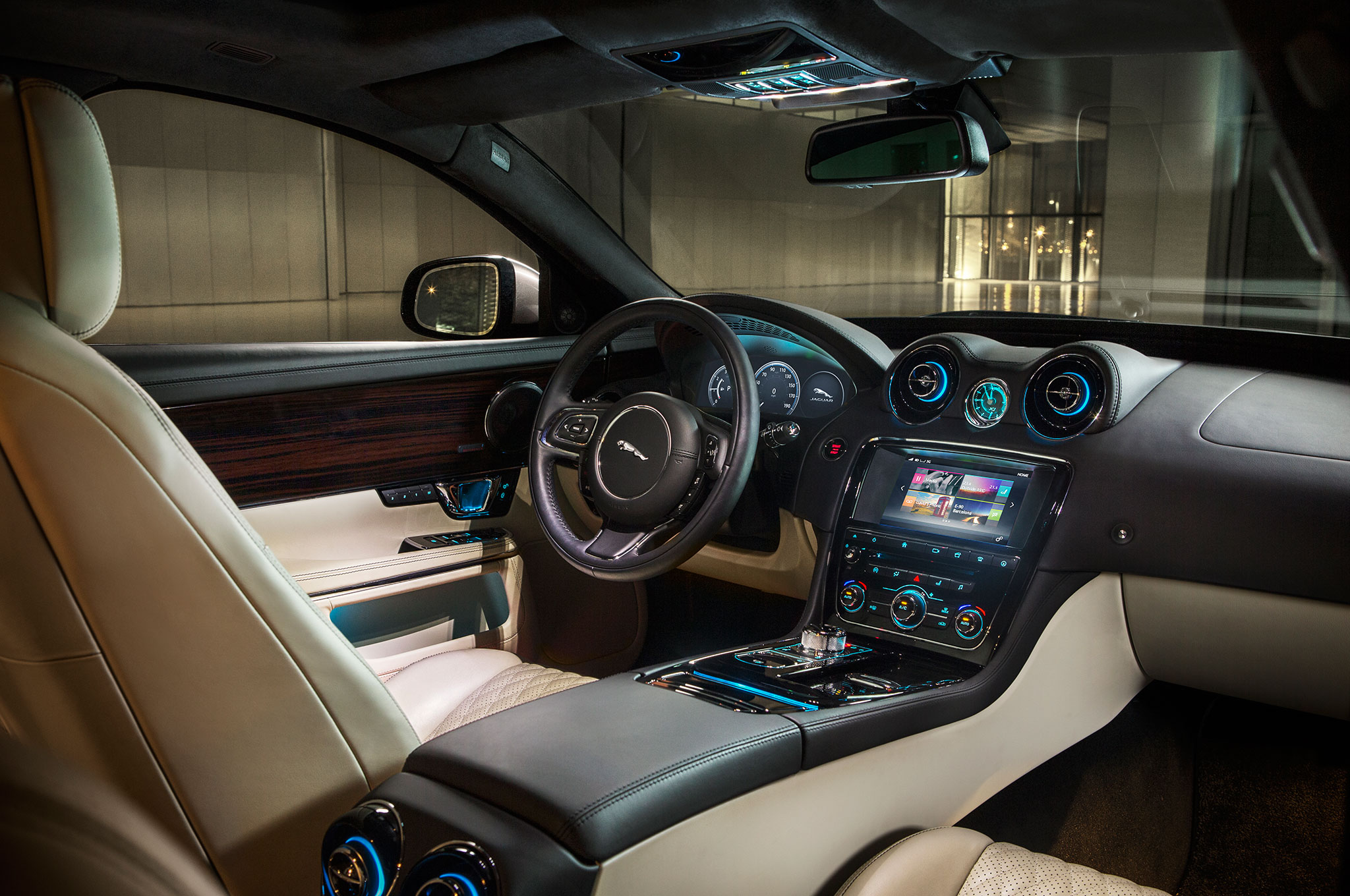 Jaguar f pace is brand 39 s first crossover for Interior jaguar e pace