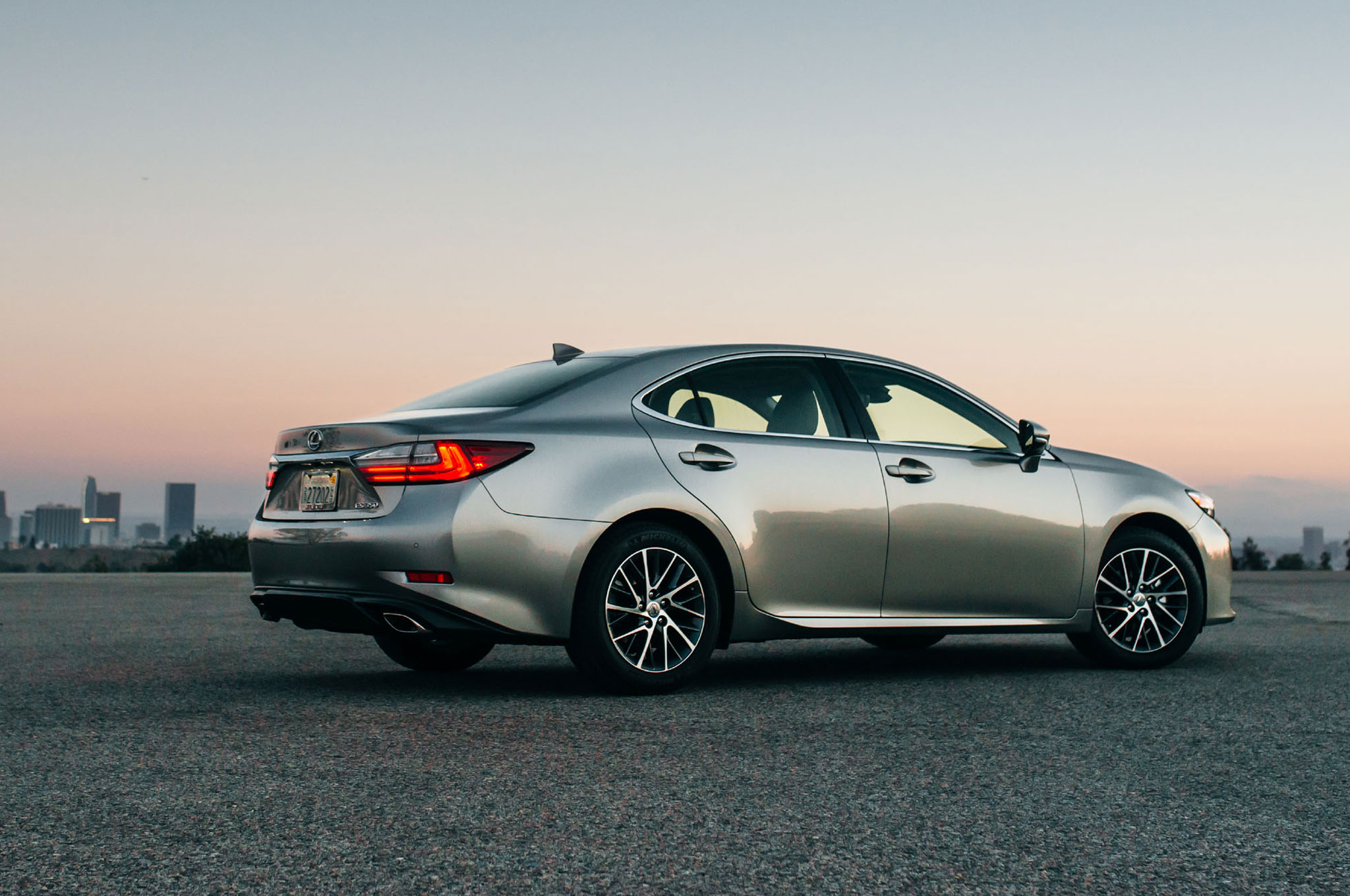 http://st.automobilemag.com/uploads/sites/10/2015/09/2016-Lexus-ES-350-rear-three-quarter-02.jpg