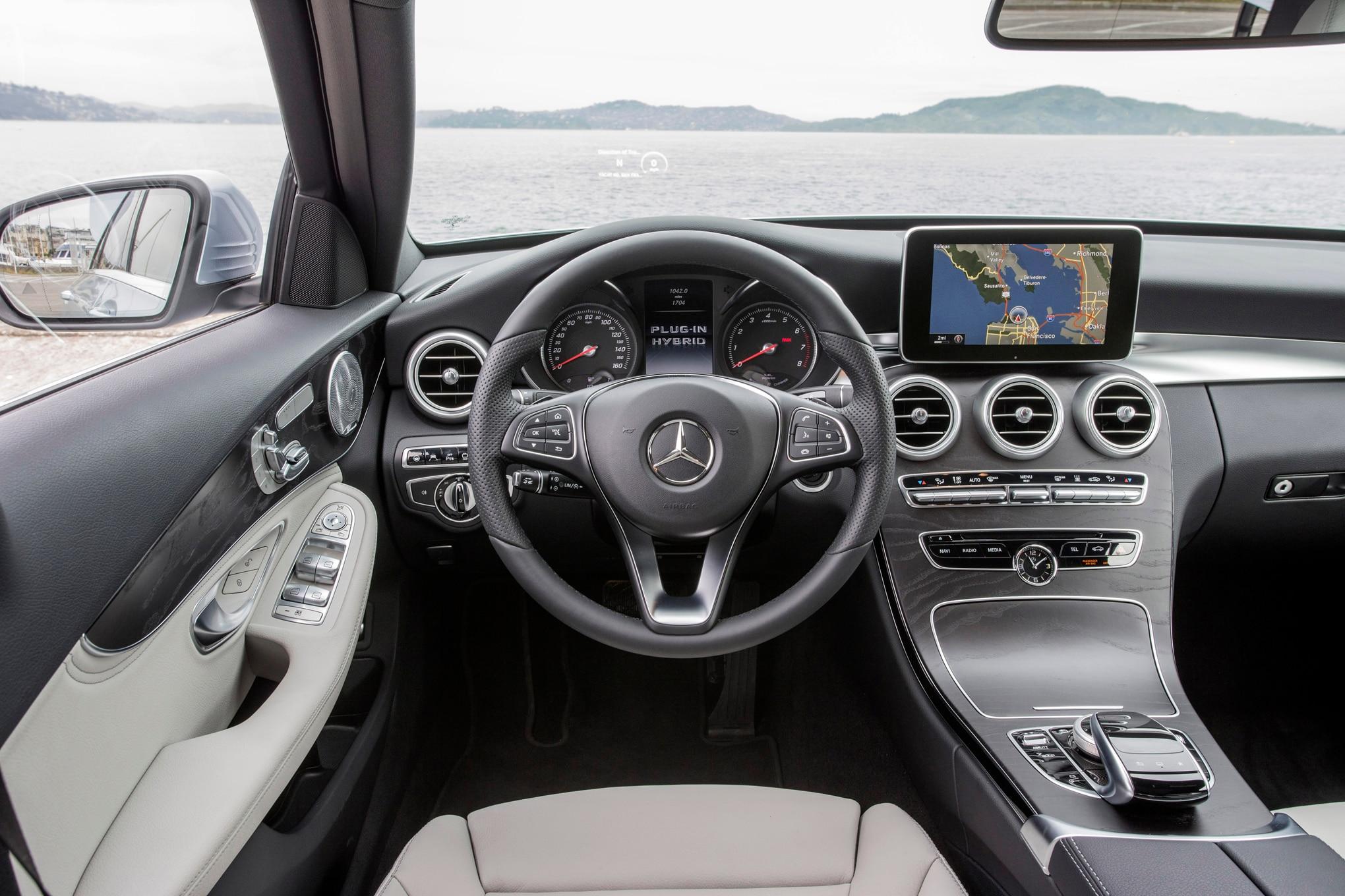 Mercedes-Benz C300d 4Matic Diesel Arrives for 2016 | {Auto cockpit mercedes 46}