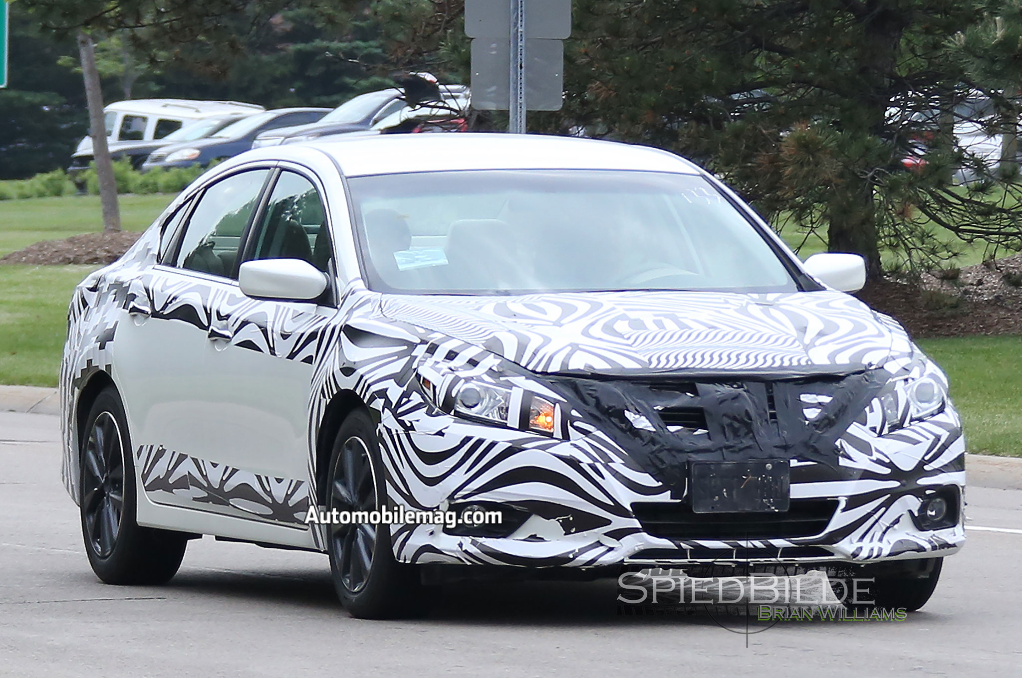 2016 Nissan Altima Spied with V-Motion Grille