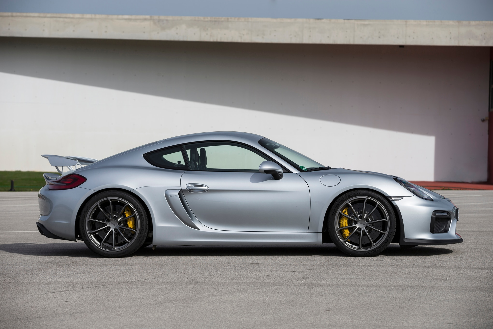 dissecting the porsche cayman gt4. Black Bedroom Furniture Sets. Home Design Ideas