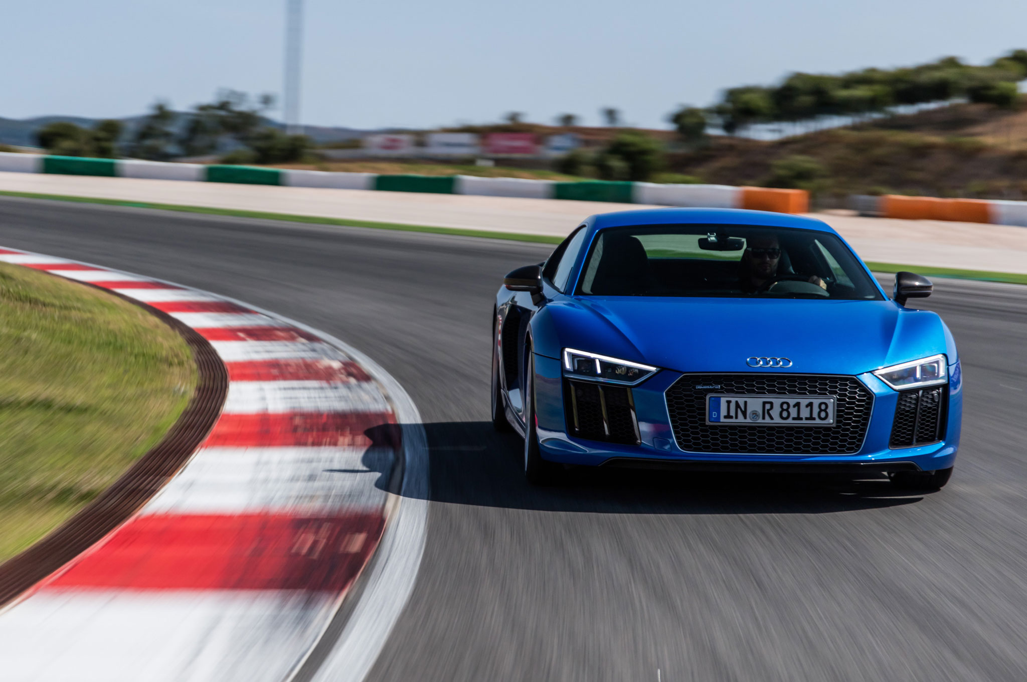 2017 audi r8 v10 plus front view in motion 01
