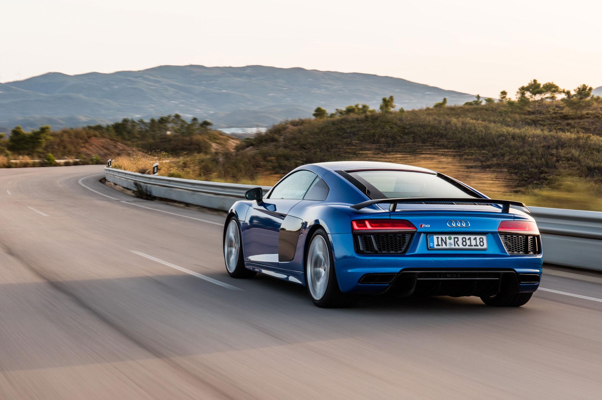 Exceptional 2017 Audi R8 V10 Plus Rear Three Quarter In Motion 01