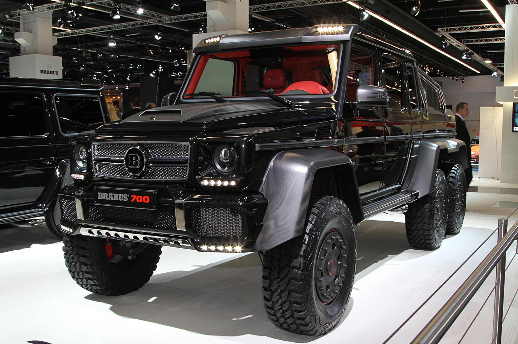 Mercedes benz builds g63 amg 6x6 for Mercedes benz amg 6x6 price