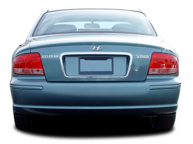 2005 hyundai sonata base sedan rear view 2005 hyundai sonata review & road test automobile magazine  at gsmx.co
