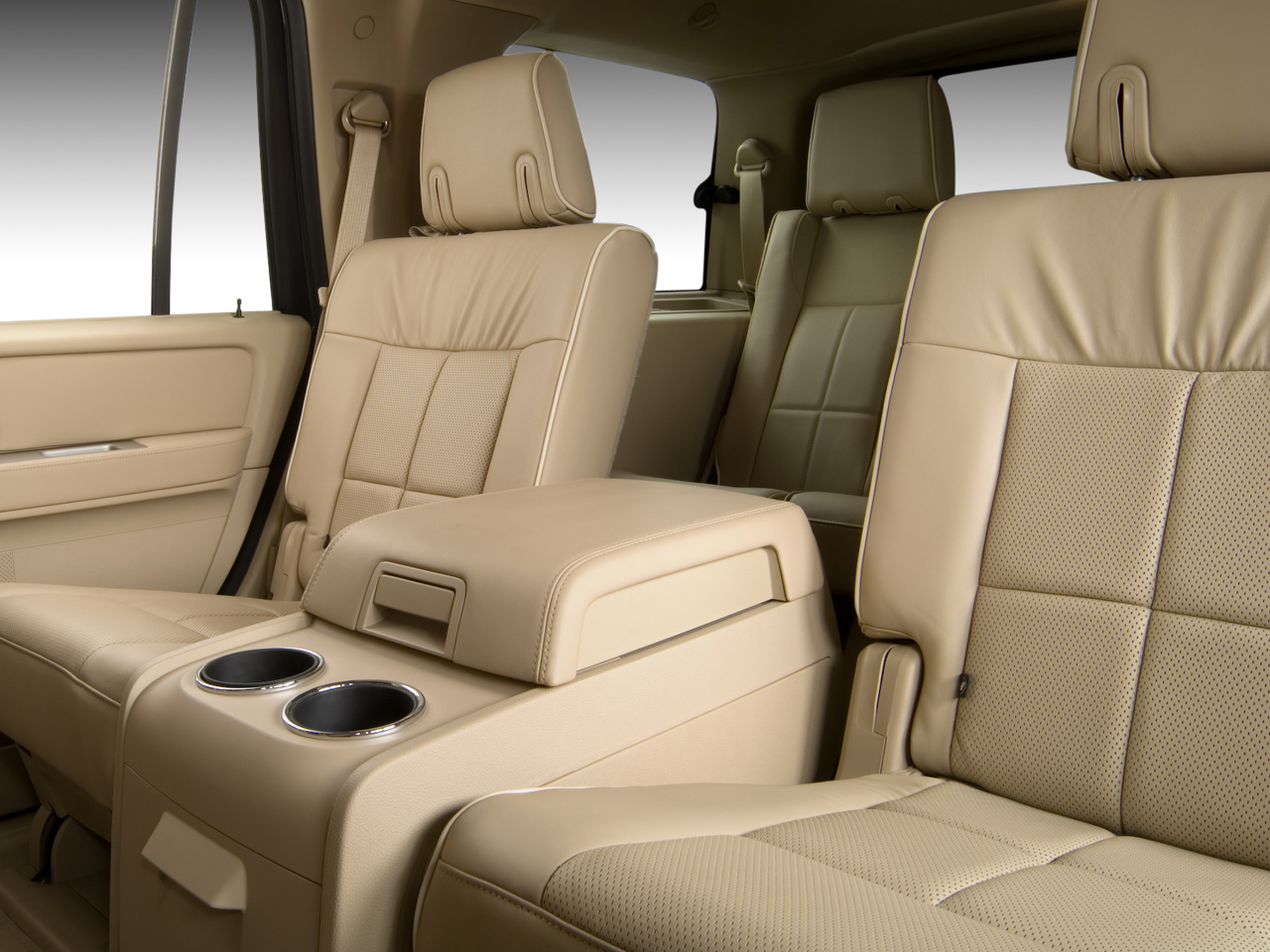 http://st.automobilemag.com/uploads/sites/10/2015/11/2007-lincoln-navigator-2wd-ultimate-suv-rear-seat.png