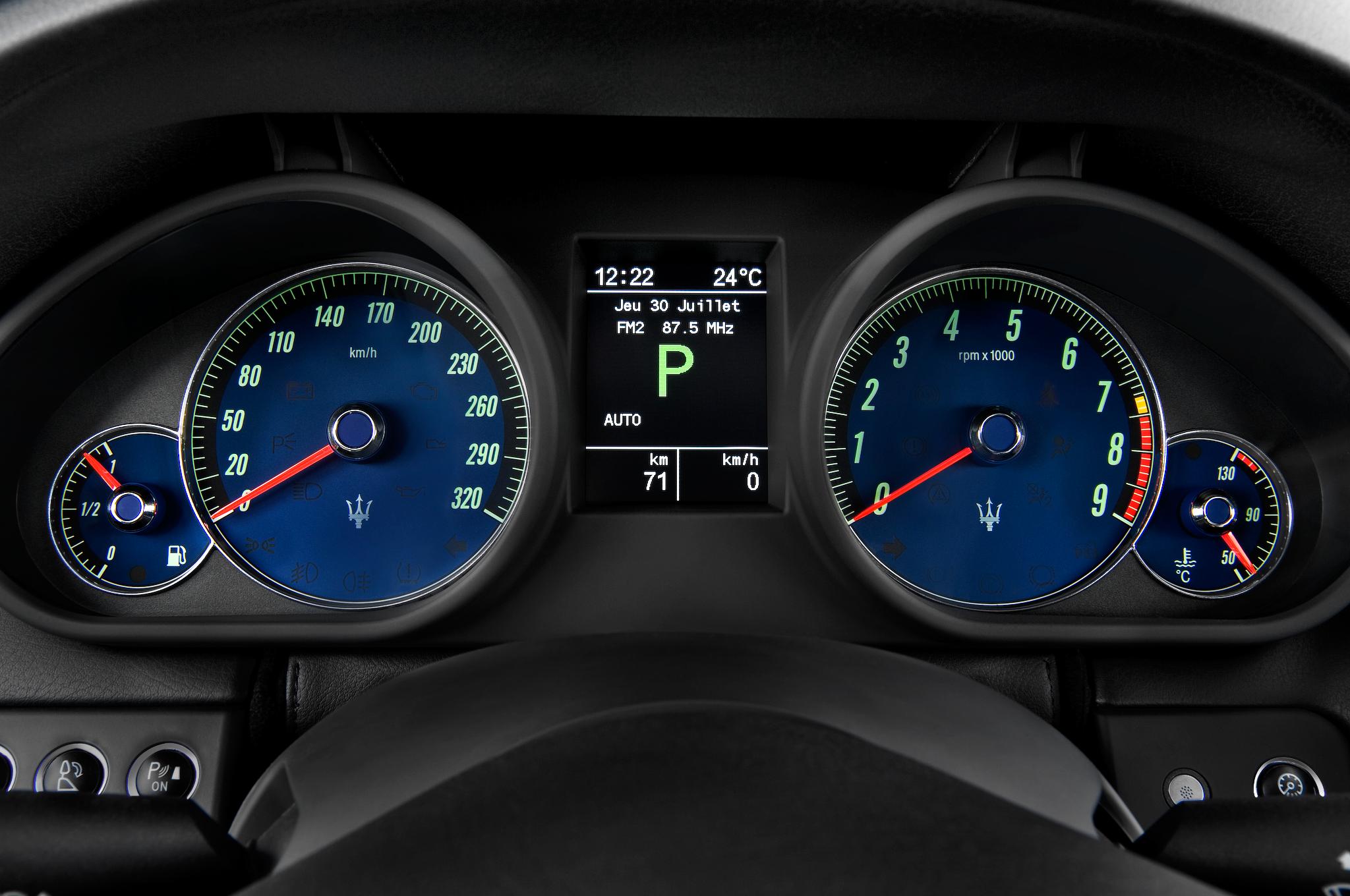 http://st.automobilemag.com/uploads/sites/10/2015/11/2012-maserati-quattroporte-s-sedan-instrument-cluster.png