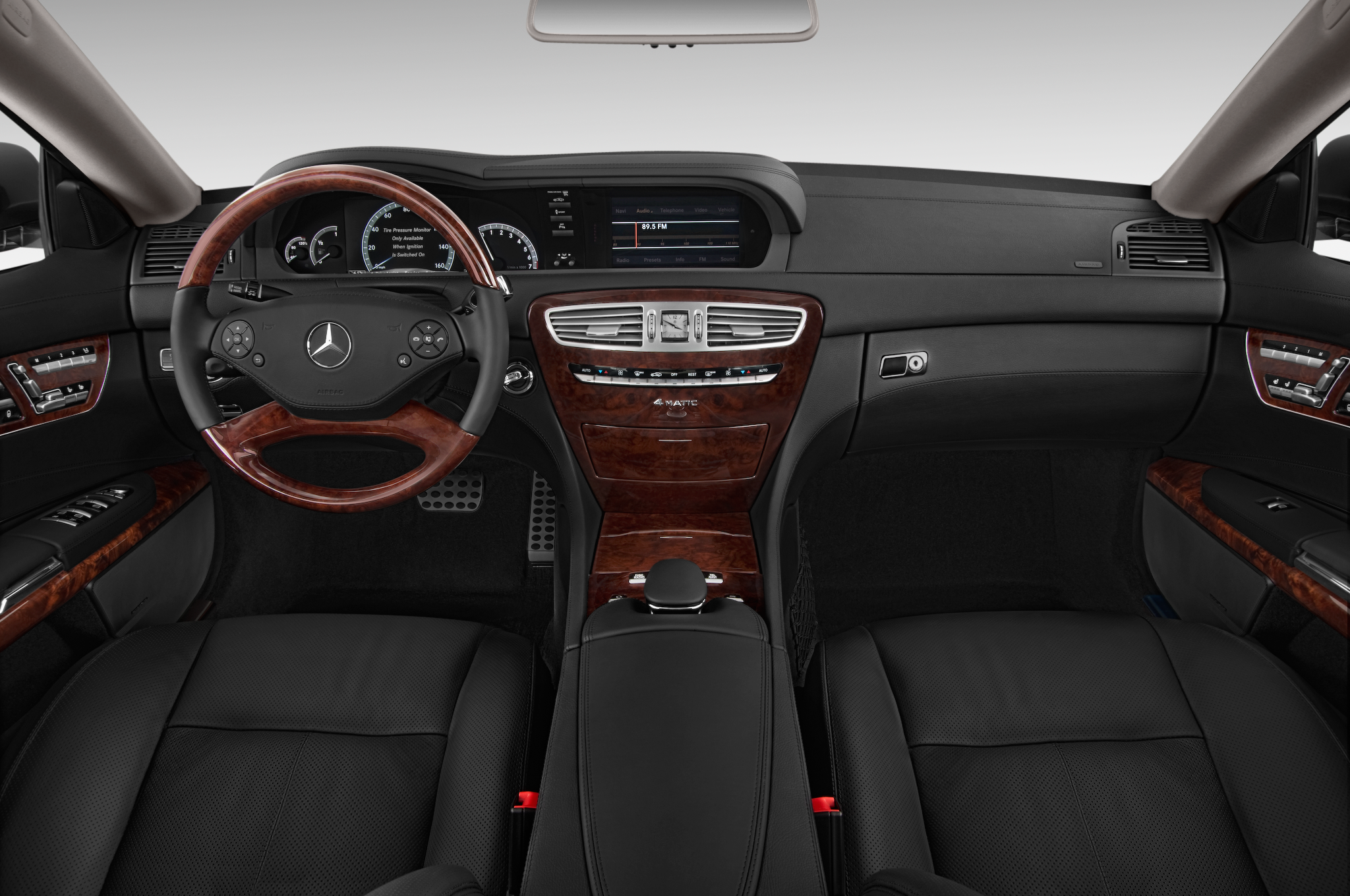 Grand touring mercedes benz unveils new cl class grand for Mercedes benz dashboard