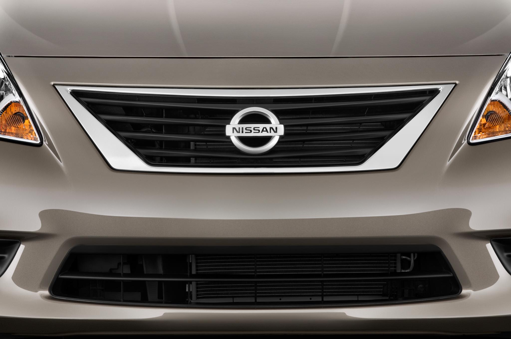 Nissan versa hatchback previewed by 2013 note sedan now returns 62100 vanachro Choice Image