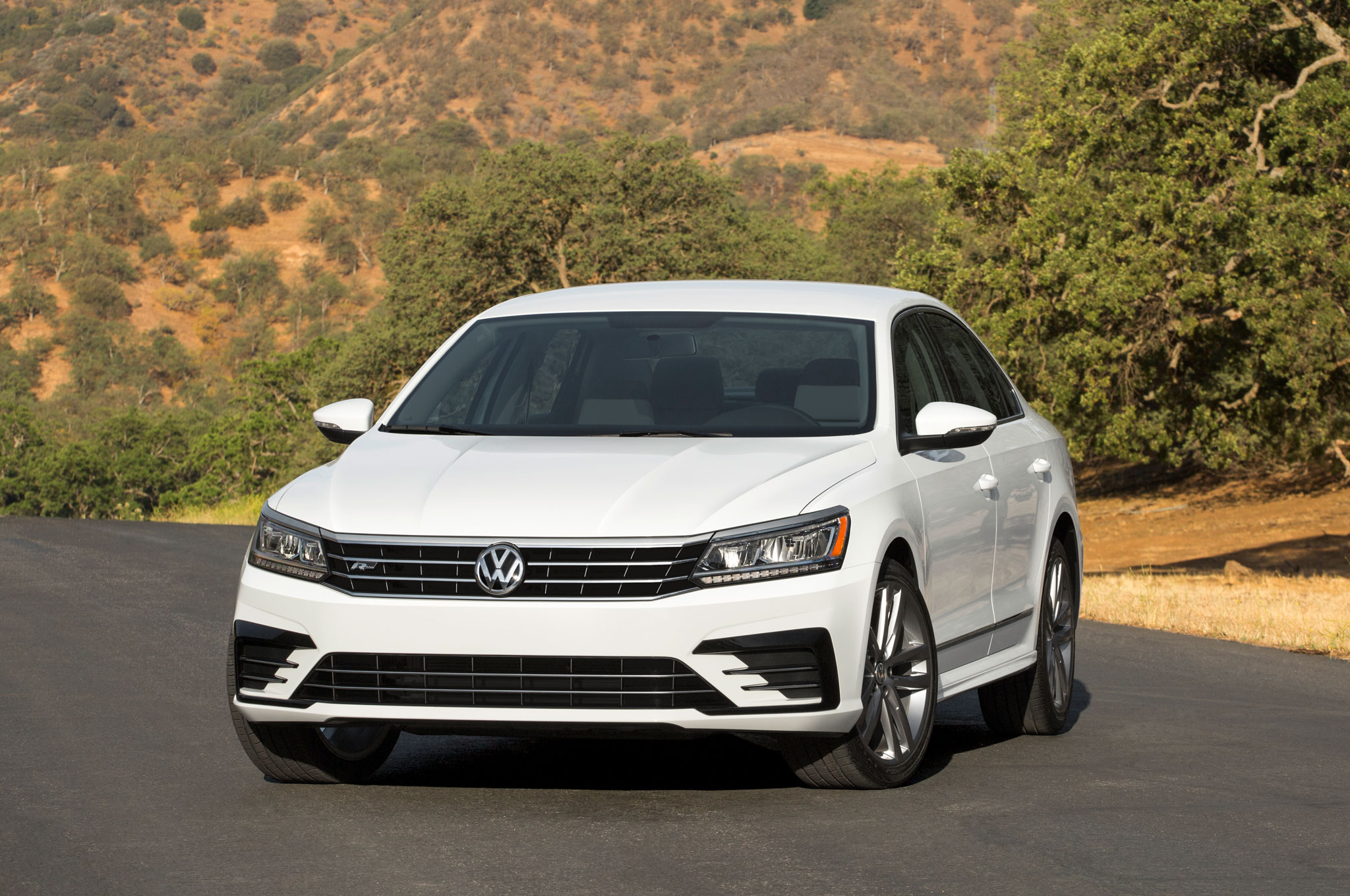 2016 volkswagen passat priced at 23 260 new r line at 24 795. Black Bedroom Furniture Sets. Home Design Ideas