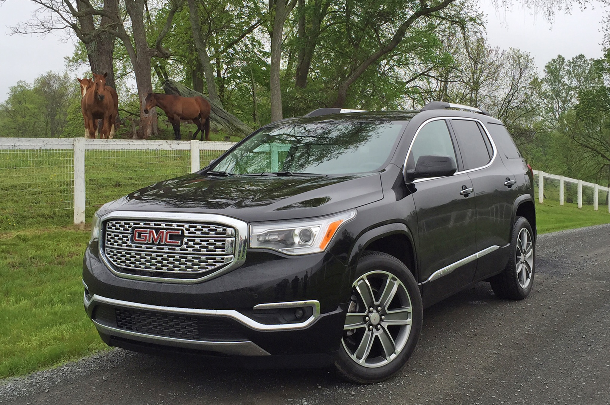 2017 gmc acadia teased before detroit reveal. Black Bedroom Furniture Sets. Home Design Ideas