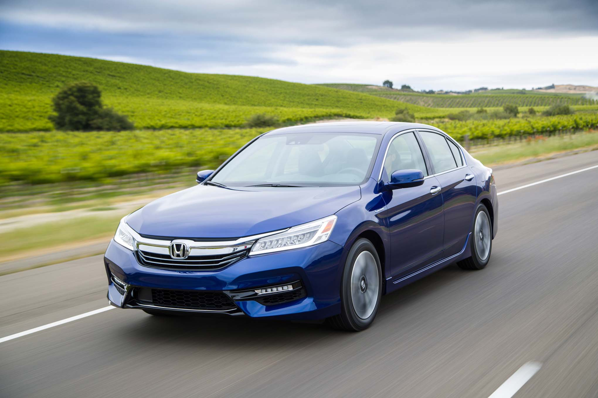 2017 Honda Accord Hybrid Gets More Power, Improved ...