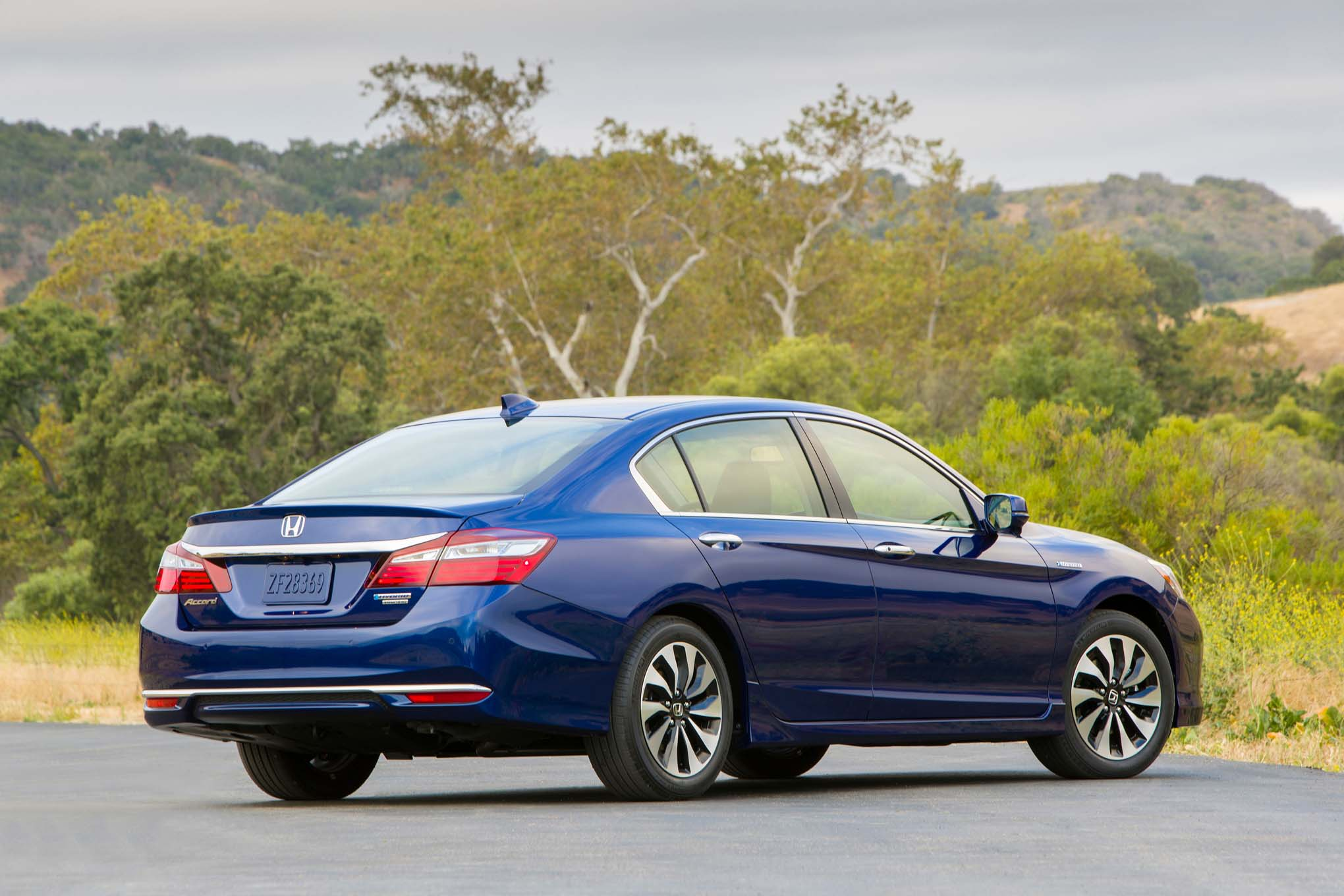 2017 Honda Accord Hybrid Gets More Power, Improved Efficiency ...