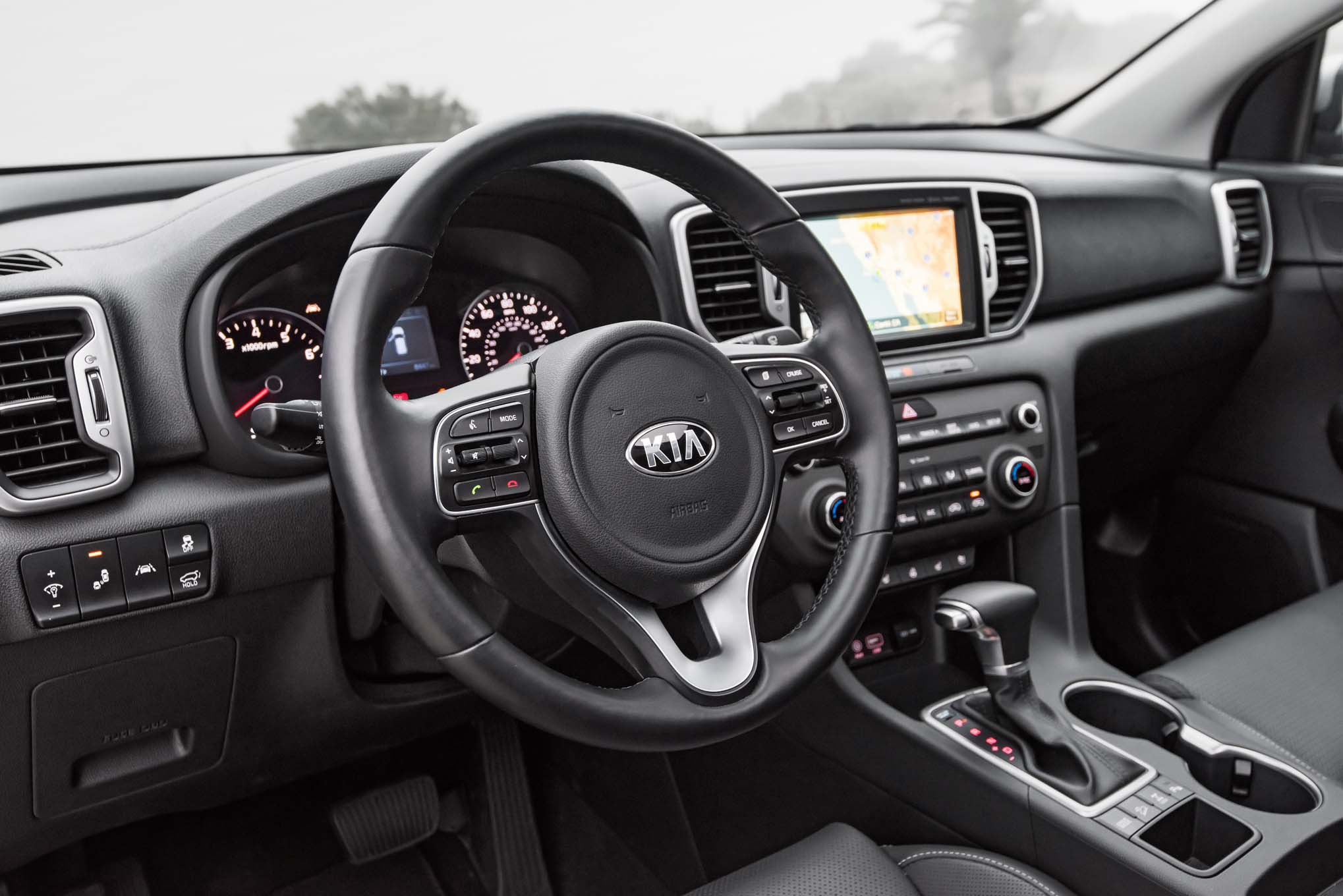 2017 kia sportage shows its interior ahead of frankfurt for Interior kia sportage 2018