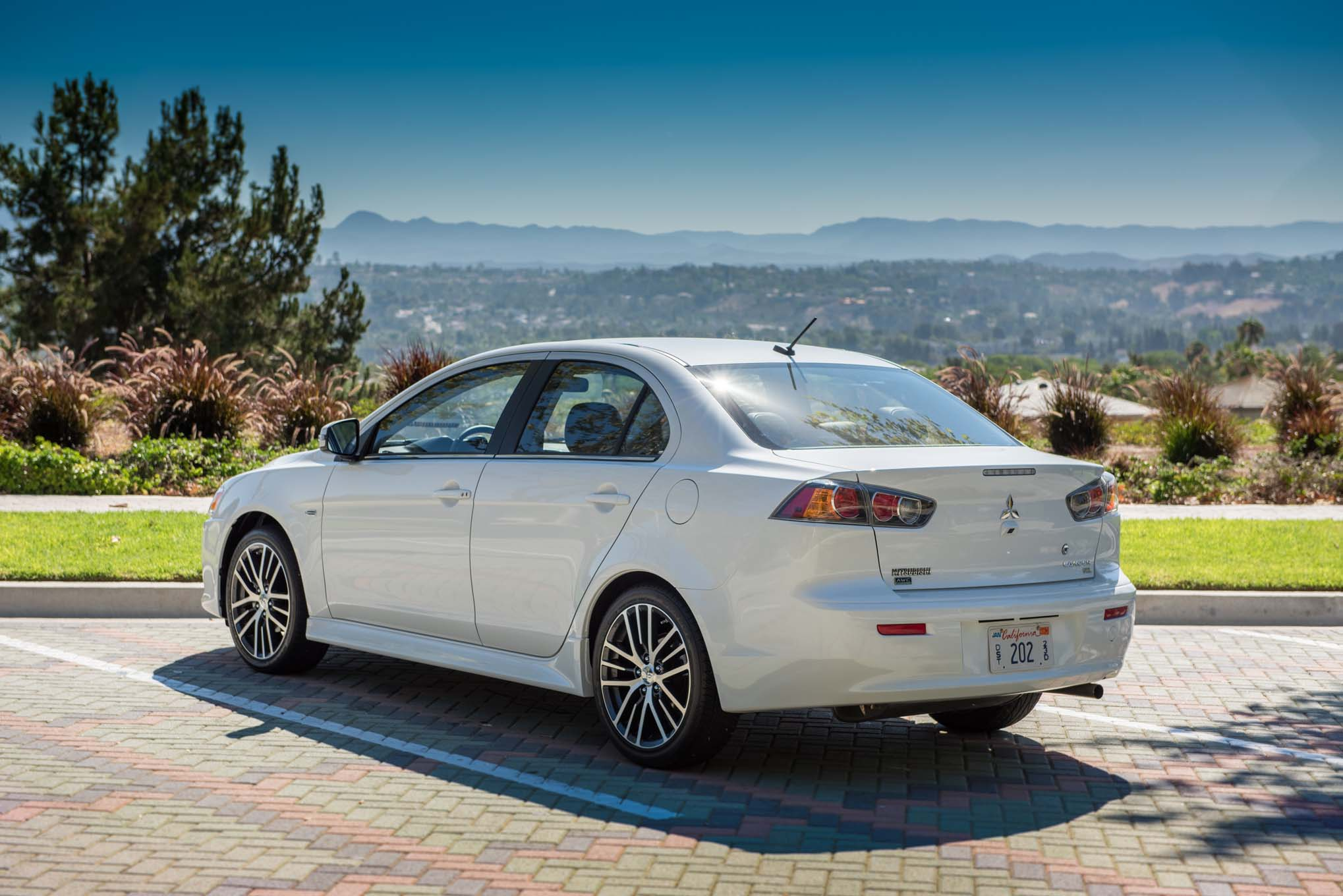 2017 Mitsubishi Lancer Adds Limited Edition Trim