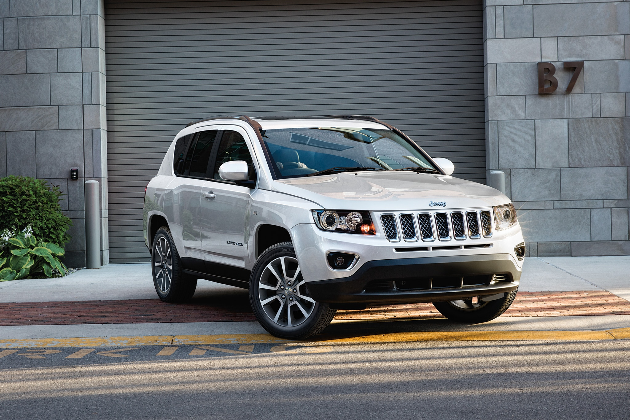 next gen jeep compass debuts in brazil with new look automobile magazine. Black Bedroom Furniture Sets. Home Design Ideas