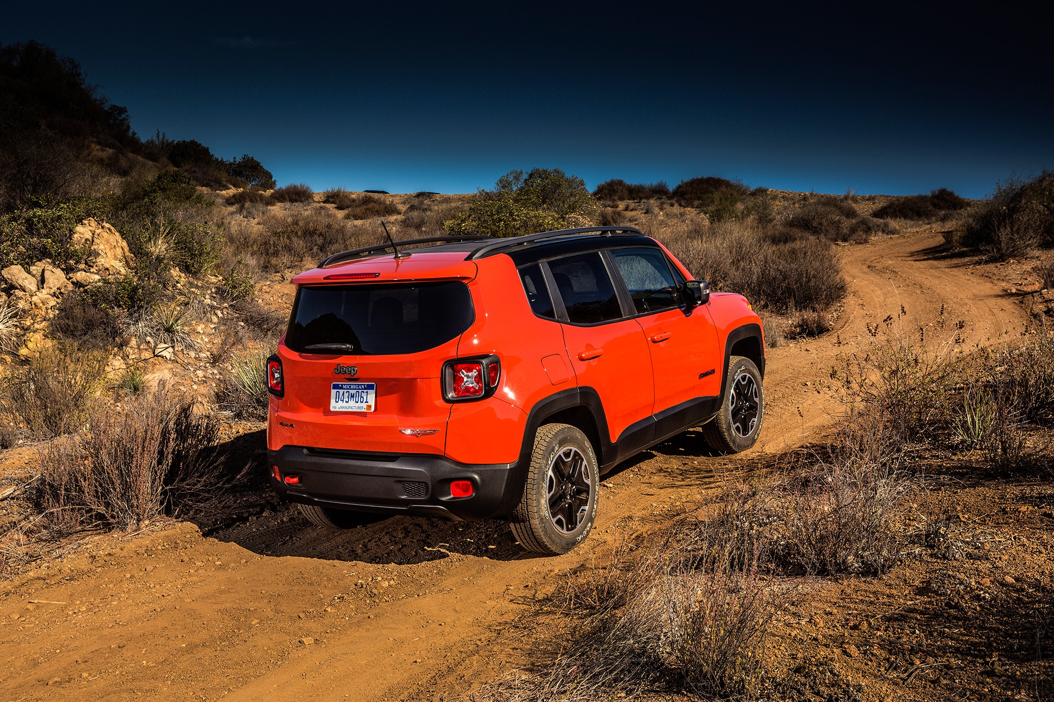 2017 Jeep Renegade Trailhawk rear three quarter 05 new 2017 jeep renegade deserthawk to debut at l a auto show 2018 Jeep Renegade at soozxer.org