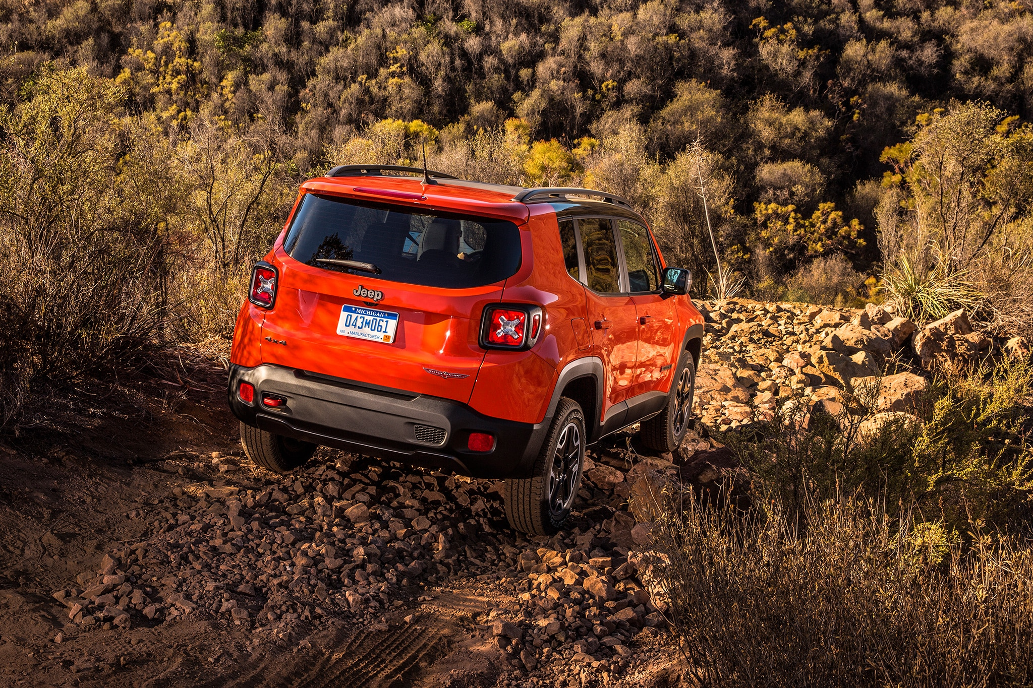 new 2017 jeep renegade deserthawk to debut at l a auto show automobile magazine. Black Bedroom Furniture Sets. Home Design Ideas