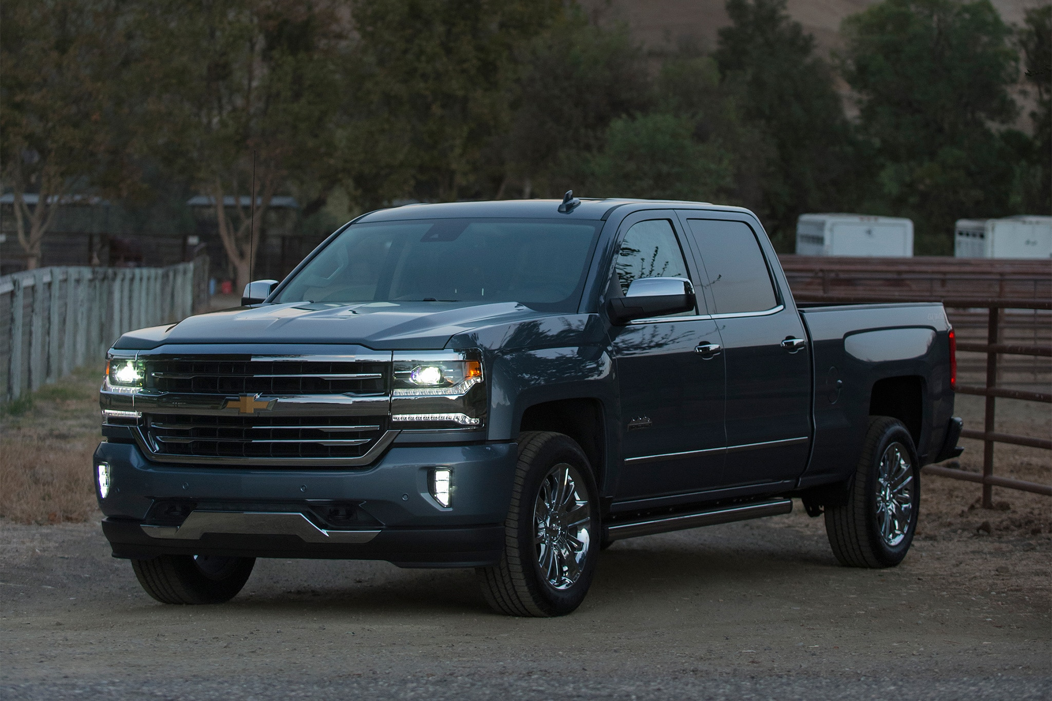 2016 chevrolet silverado rally edition debuts in texas automobile magazine. Black Bedroom Furniture Sets. Home Design Ideas