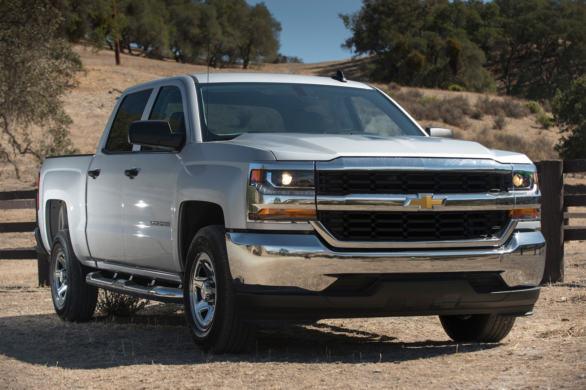 chevrolet silverado high desert package arriving this fall. Black Bedroom Furniture Sets. Home Design Ideas