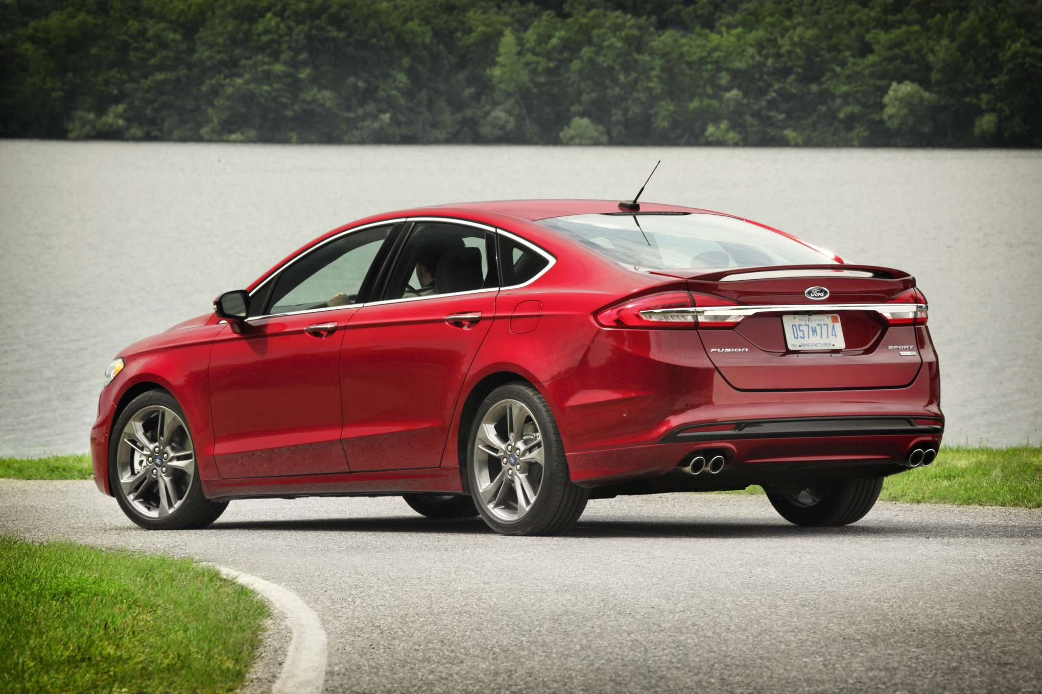 Simple 2017 Ford Fusion Review