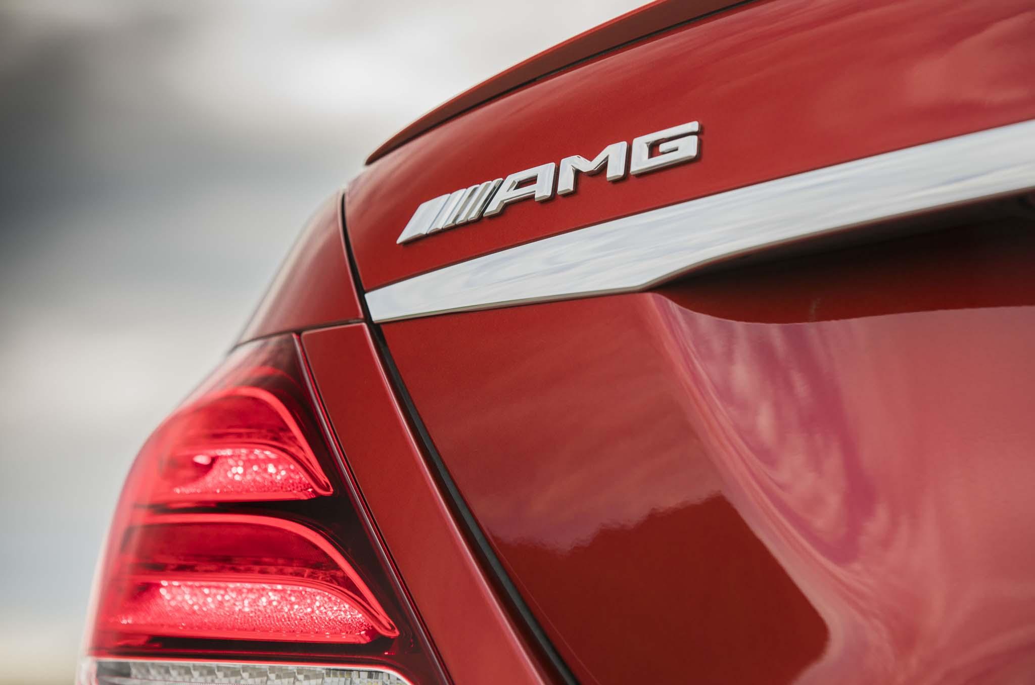 2017 mercedes ben e400 4matic wagon one week review for Mercedes benz badge