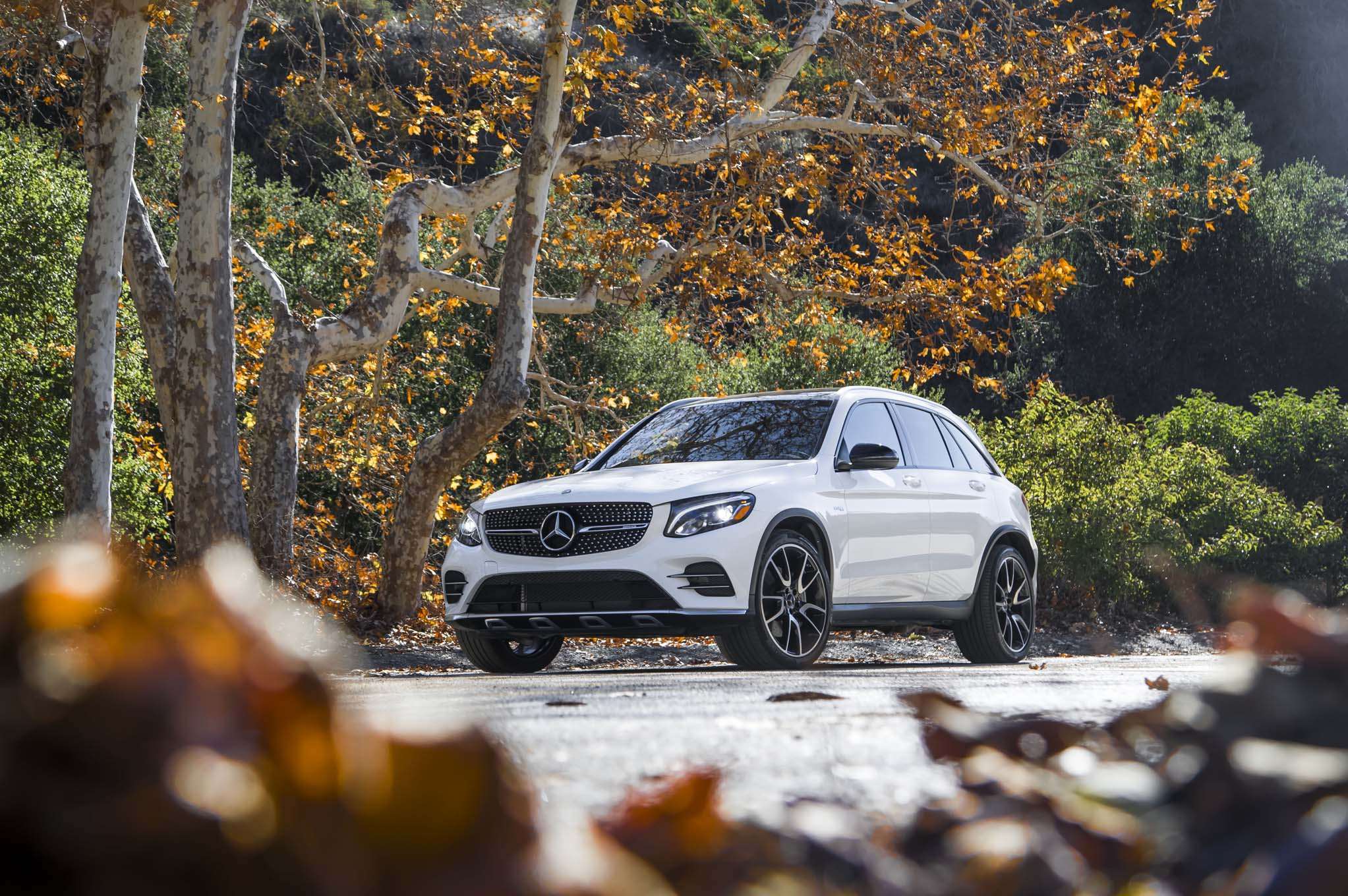 2017 mercedes amg glc43 packs 362 twin turbocharged for 2017 mercedes benz glc class dimensions
