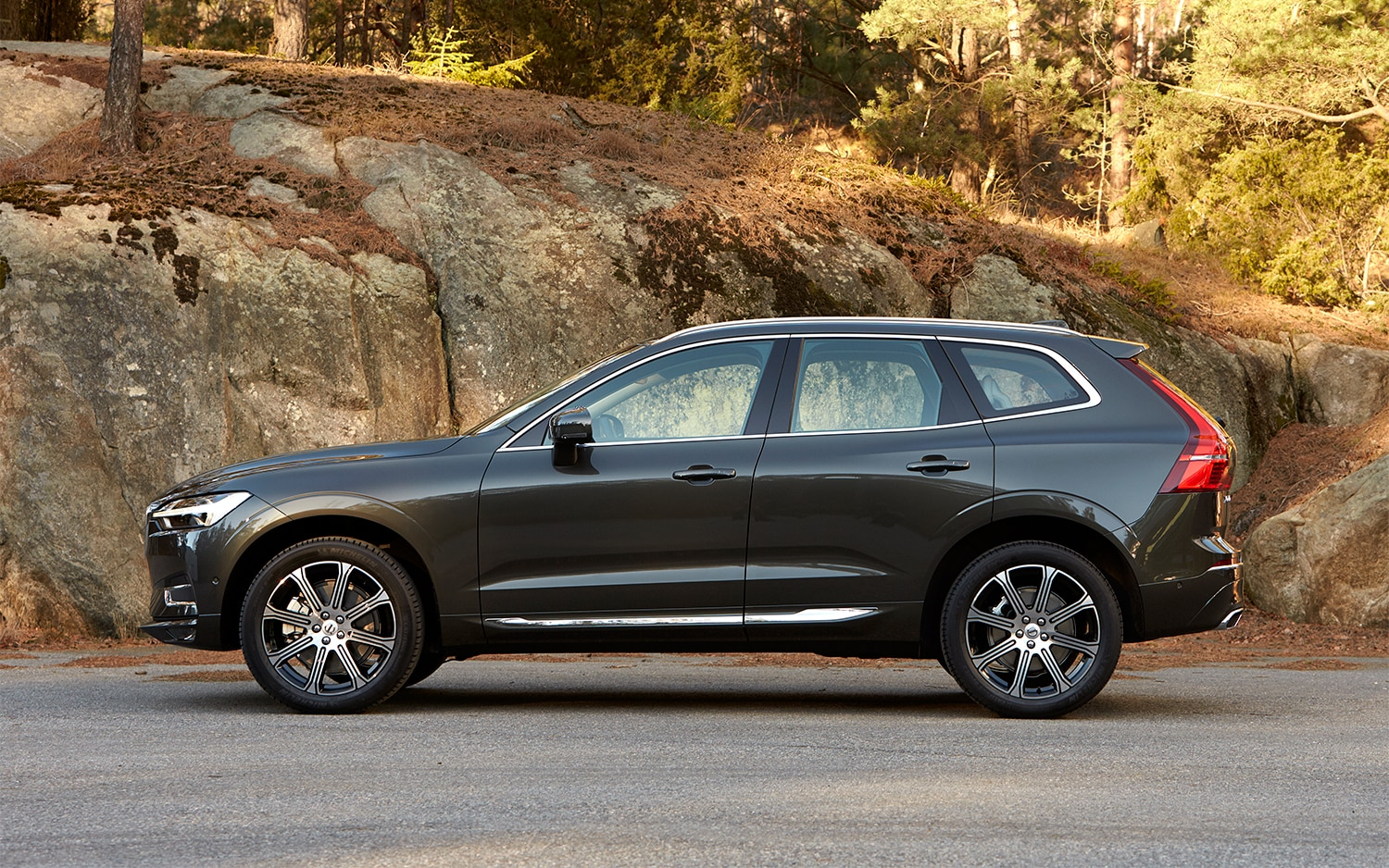 2018 volvo xc60 t6 awd first drive review automobile magazine. Black Bedroom Furniture Sets. Home Design Ideas