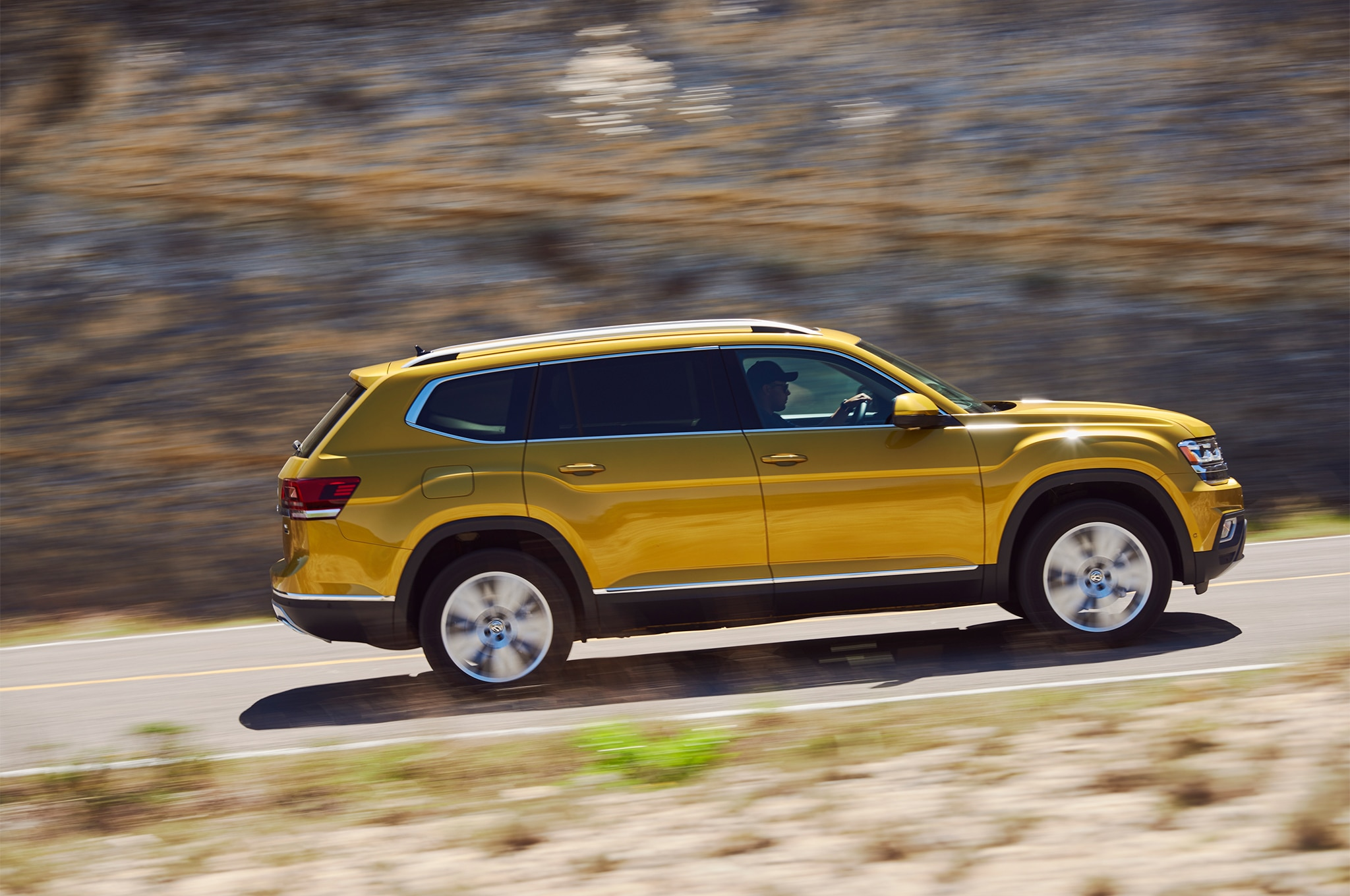 2018 volkswagen atlas r line performance package unveiled automobile magazine. Black Bedroom Furniture Sets. Home Design Ideas