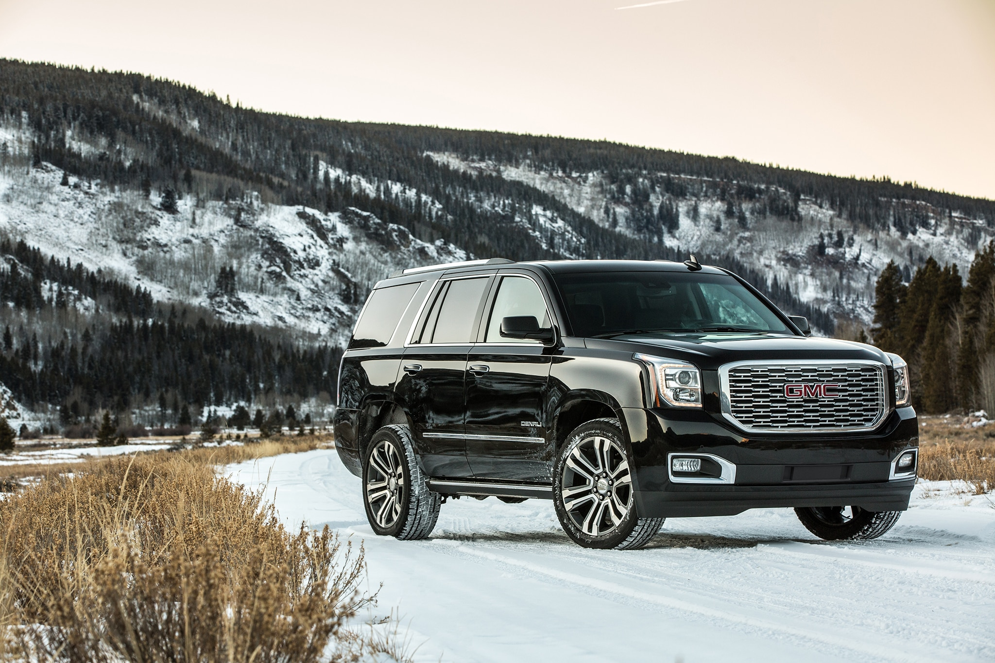 2018 GMC Yukon Denali Ultimate Black Edition Casts Its Own ...